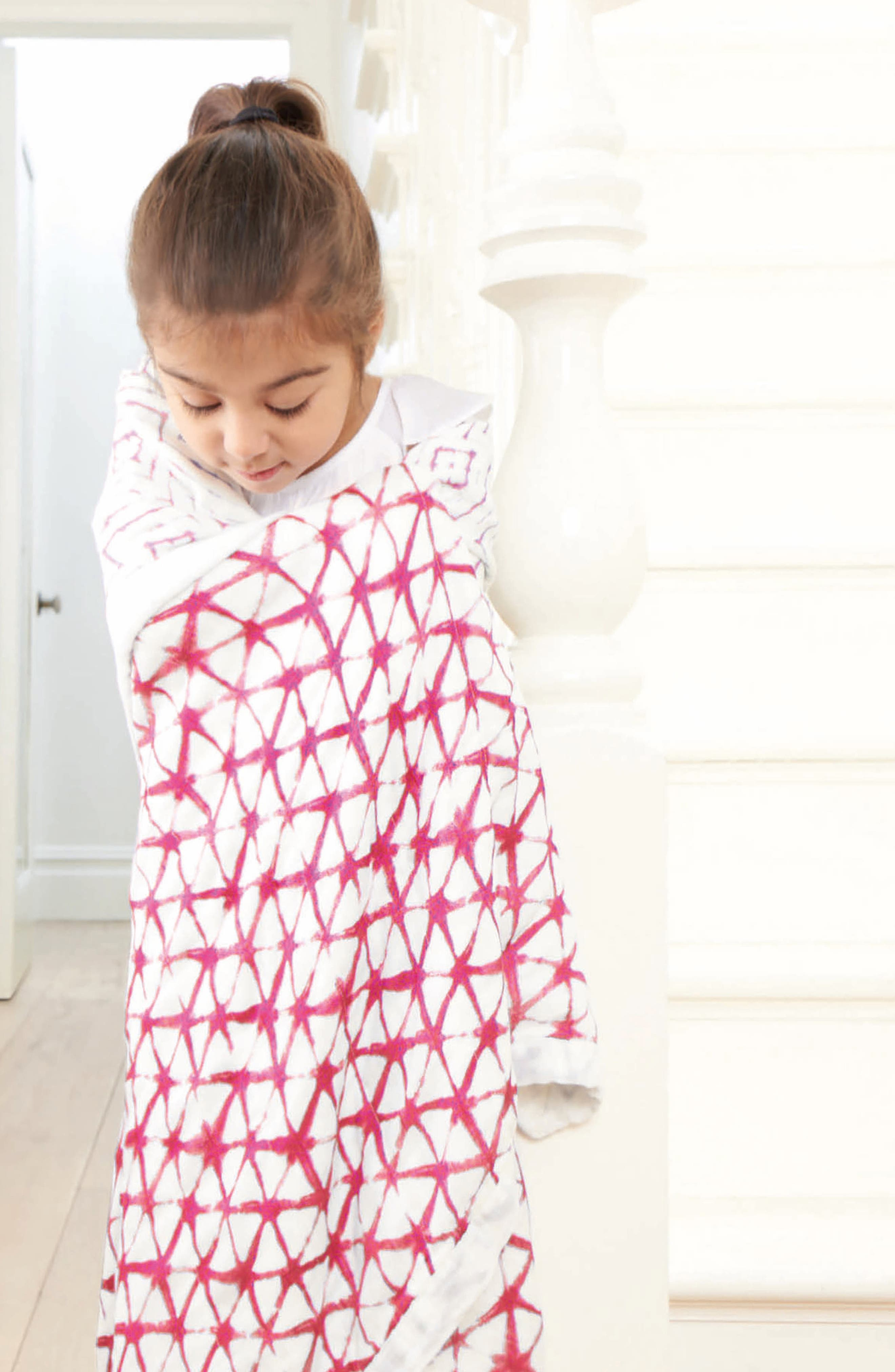 Silky Soft Dream Blanket<sup>™</sup>,                             Alternate thumbnail 4, color,                             BERRY SHIBORI