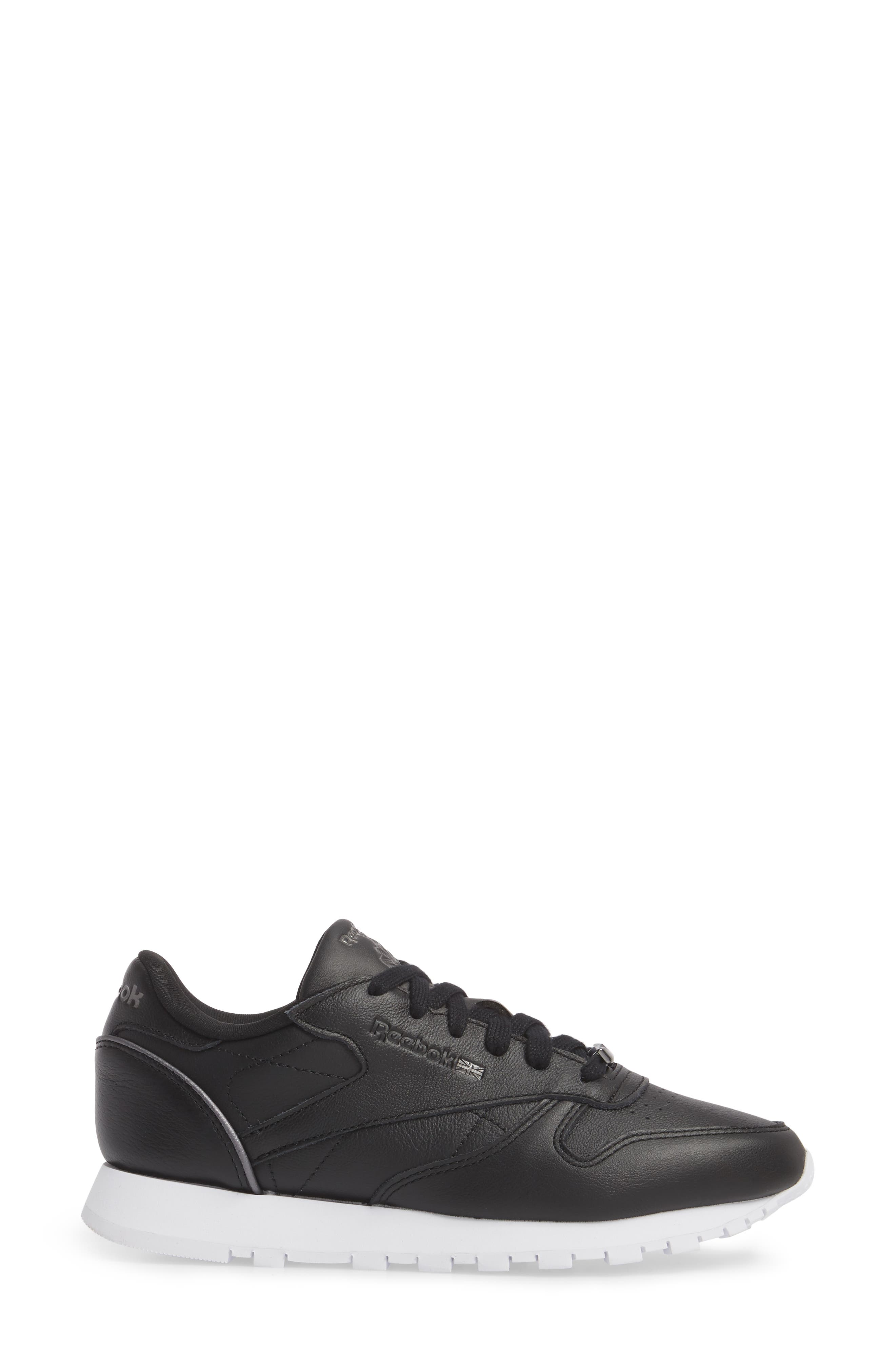 Classic Leather HW Sneaker,                             Alternate thumbnail 3, color,                             001