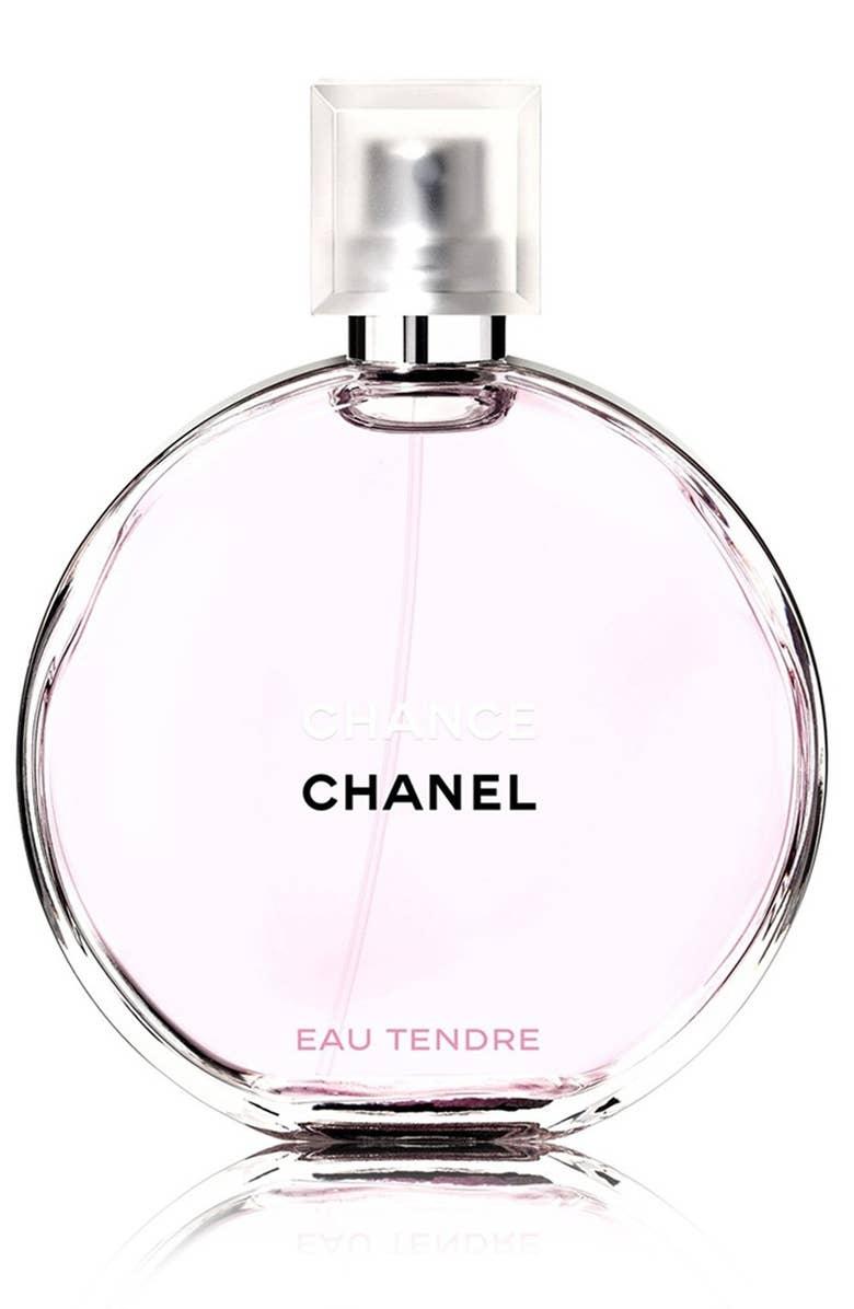 """Hoy les comparto los 5 mejores perfumes para este 2019:    - El perfume""""Chance"""" de Chanel. Viene en un frasco circular, muy minimalista. Tiene un olor frutal, a grapefruit, con toques de jasmine. Cuesta entre los $85 a $130."""