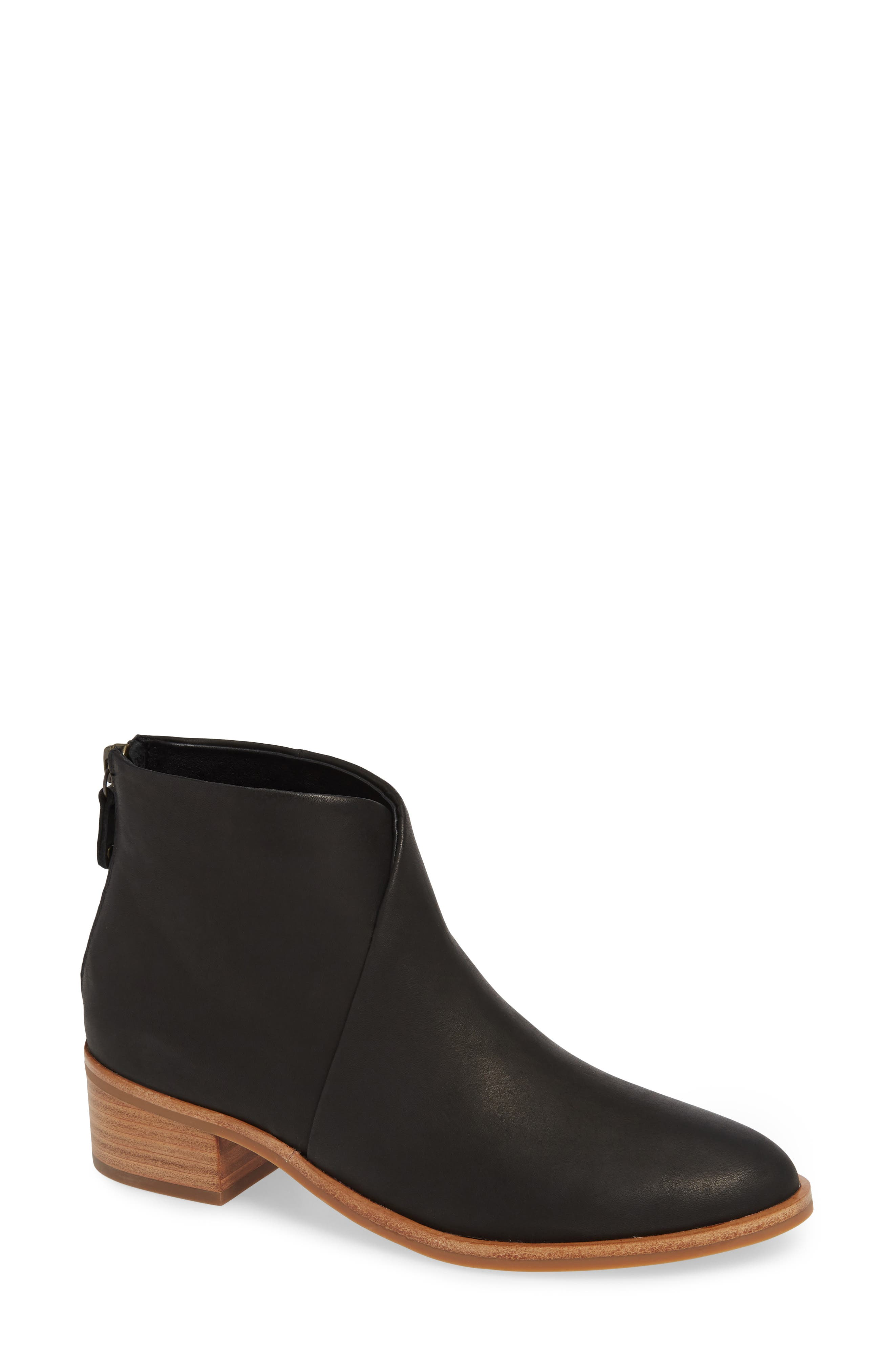 SOLUDOS Venetian Leather Booties in Black