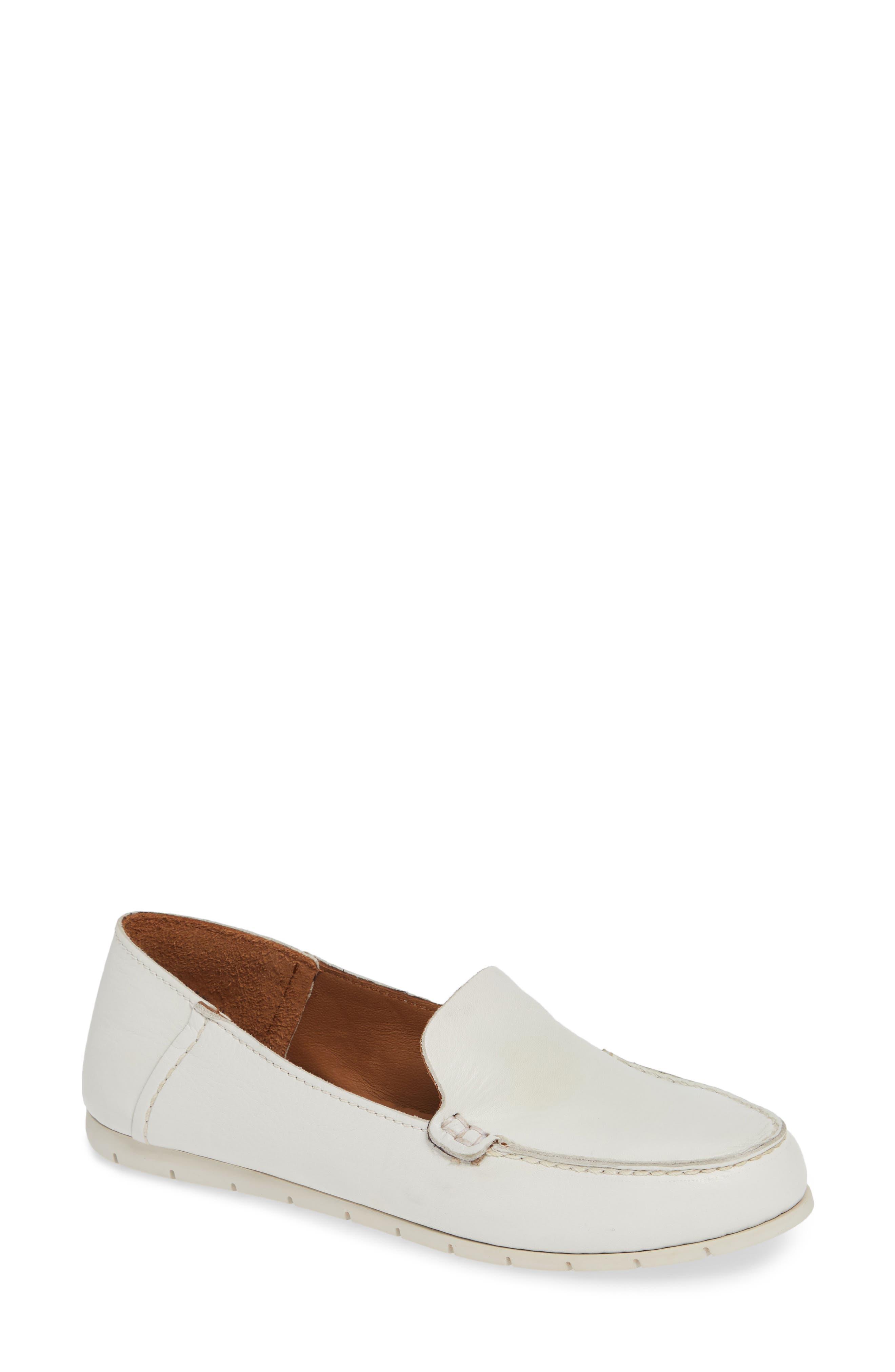 Frye Sedona Venetian Loafer- White