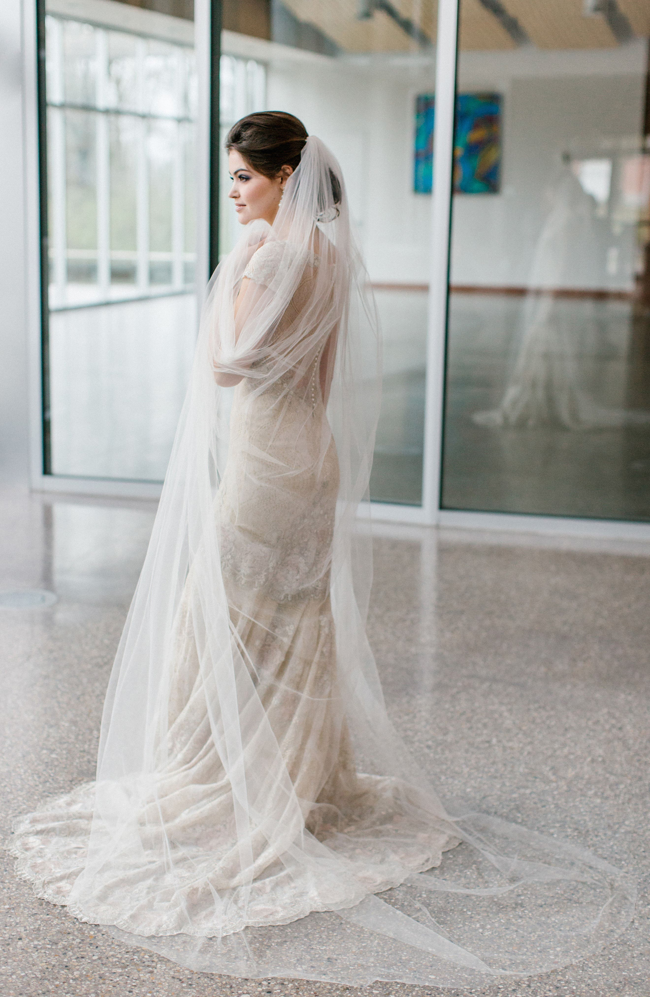 Classico Chapel Length Veil,                             Alternate thumbnail 2, color,                             LIGHT IVORY