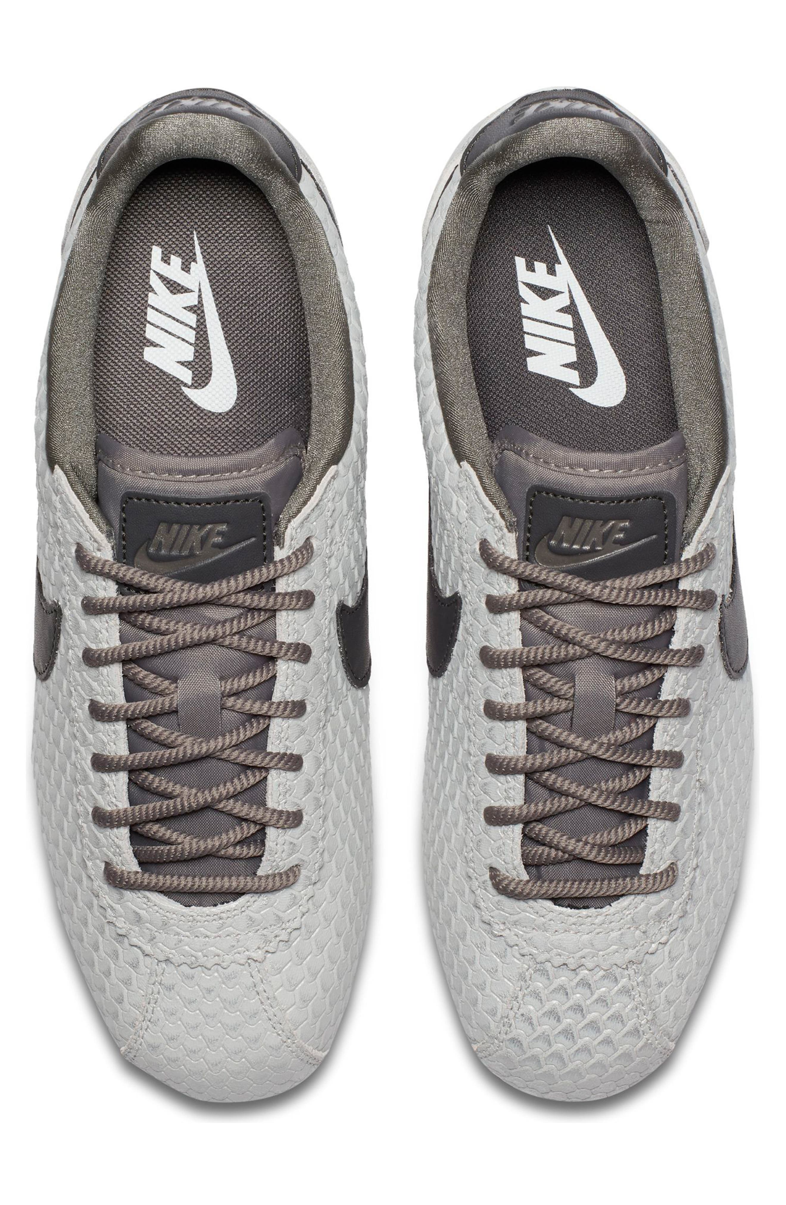 Classic Cortez SE Sneaker,                             Alternate thumbnail 4, color,                             031