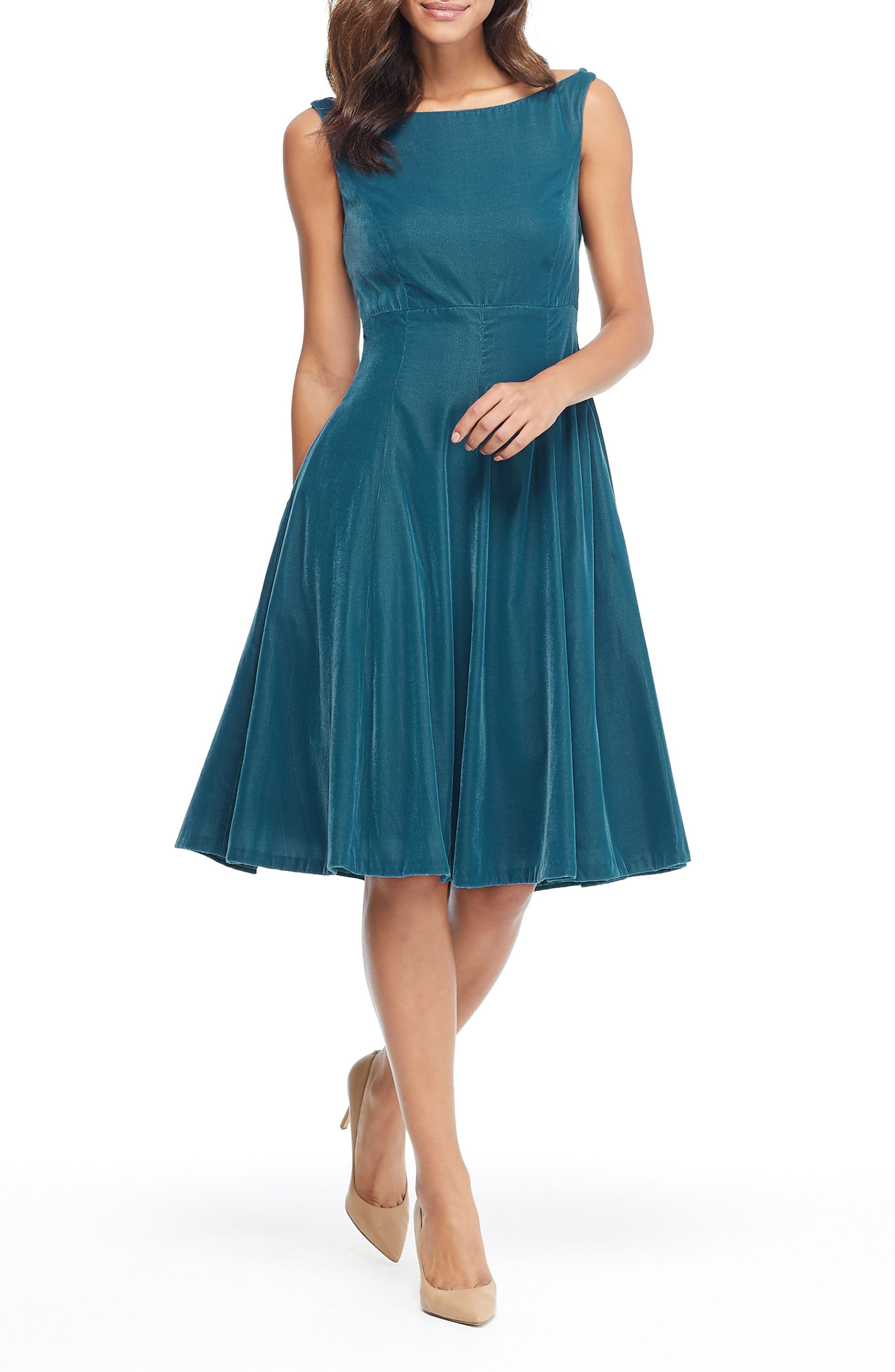 Gal Meets Glam Collection Christine Velvet Bateau Neck Dress, Green