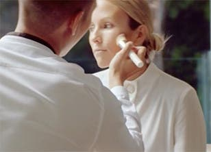 Play video to learn how to contour with La Mer.