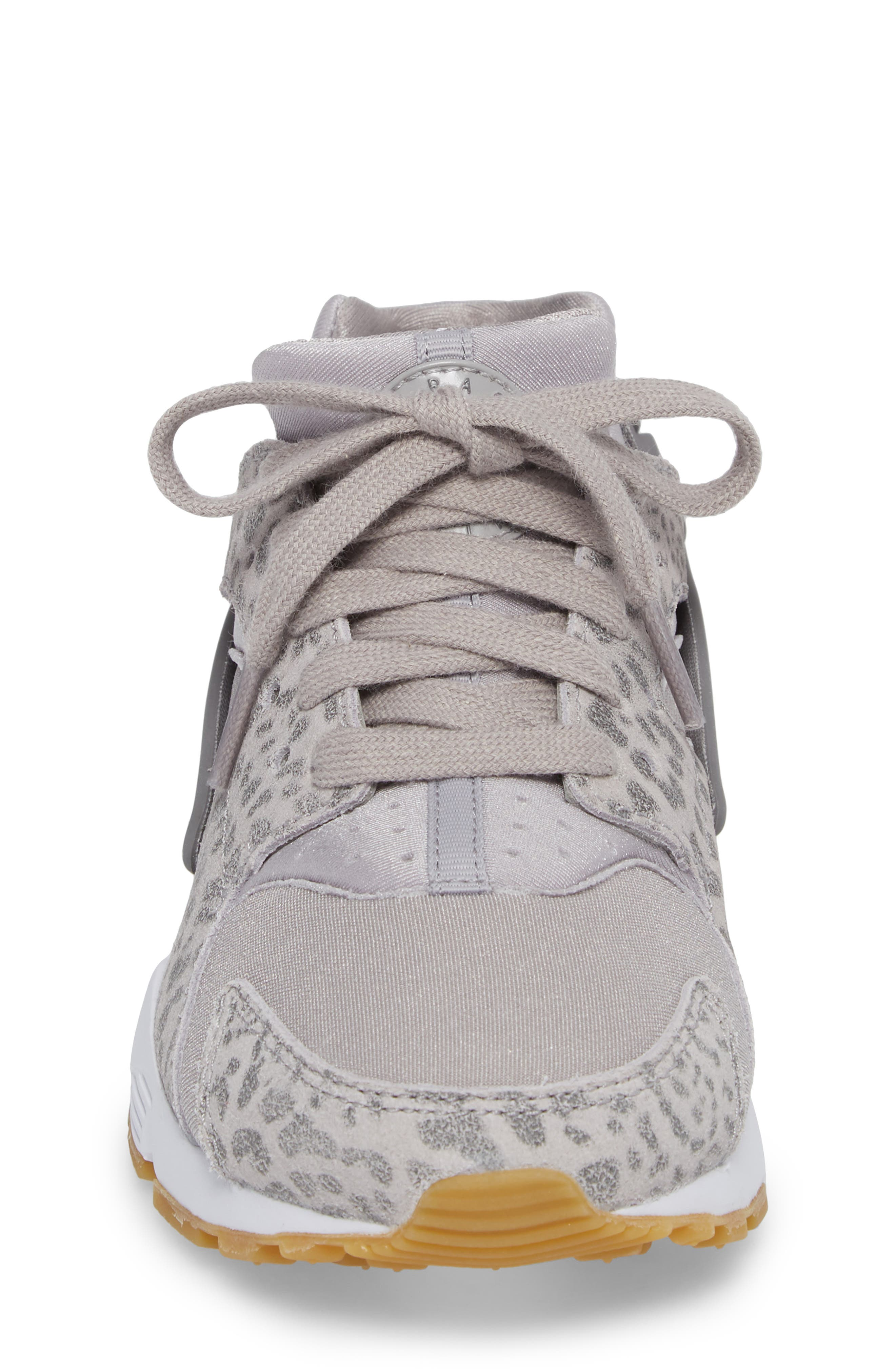 Huarache Run SE Sneaker,                             Alternate thumbnail 4, color,                             021