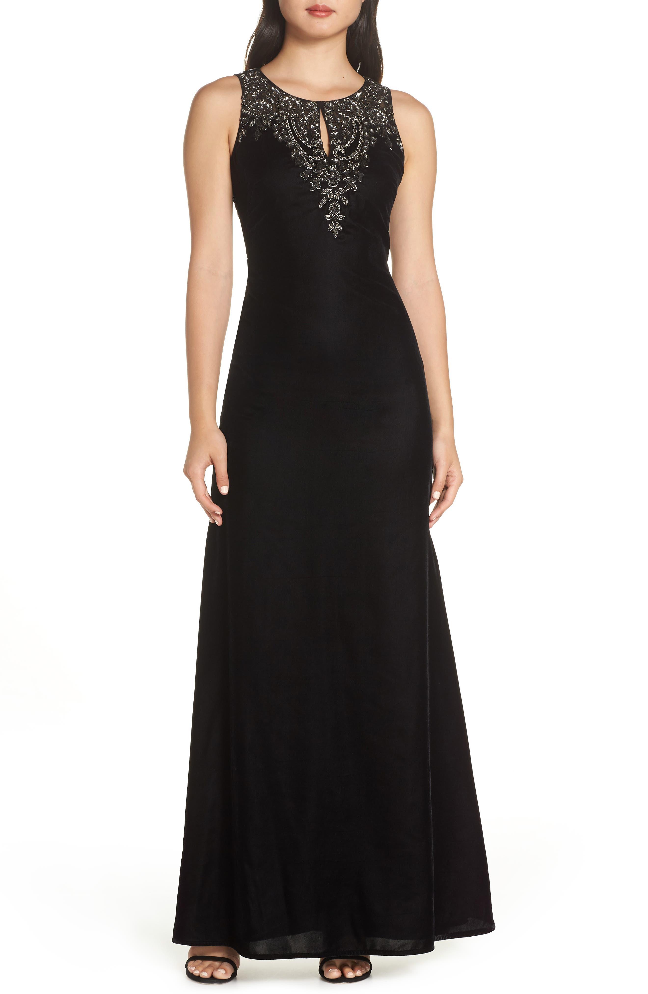 ADRIANNA PAPELL Embellished Velvet Gown in Black/ Mercury