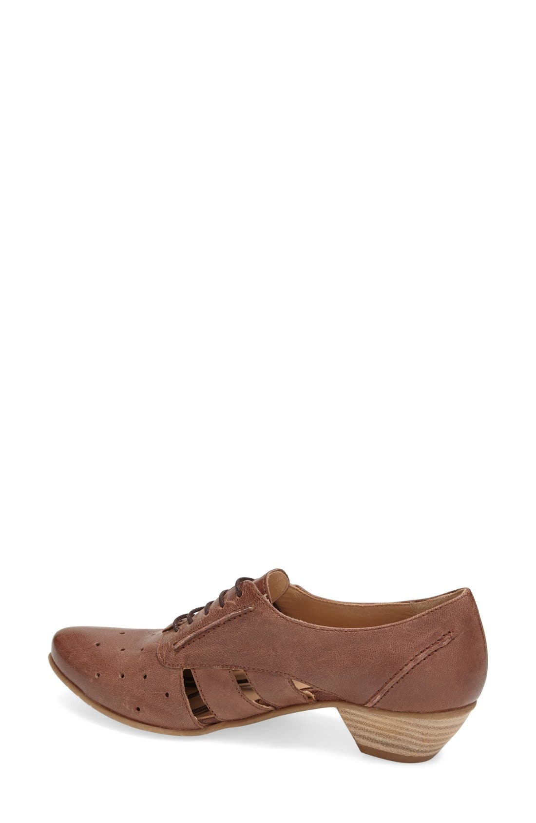 'VO92' Perforated Leather Pump,                             Alternate thumbnail 2, color,                             BROWN