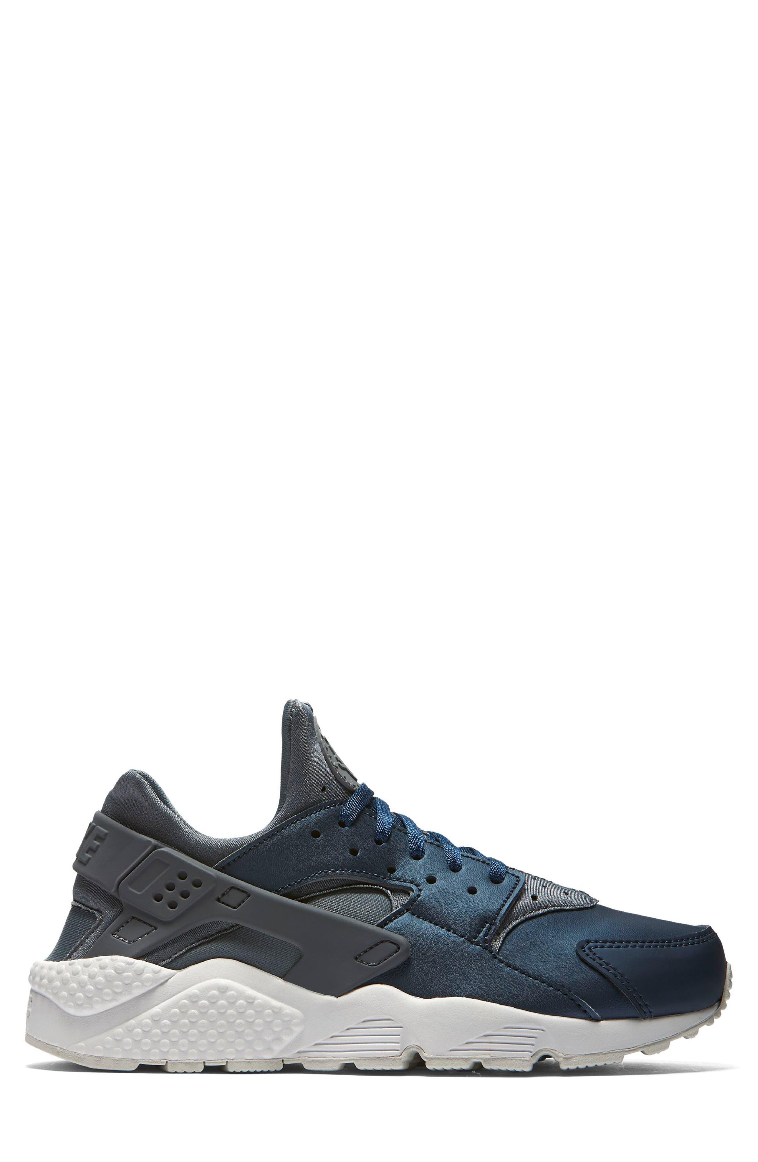 Air Huarache Run Premium Sneaker,                             Alternate thumbnail 3, color,                             020