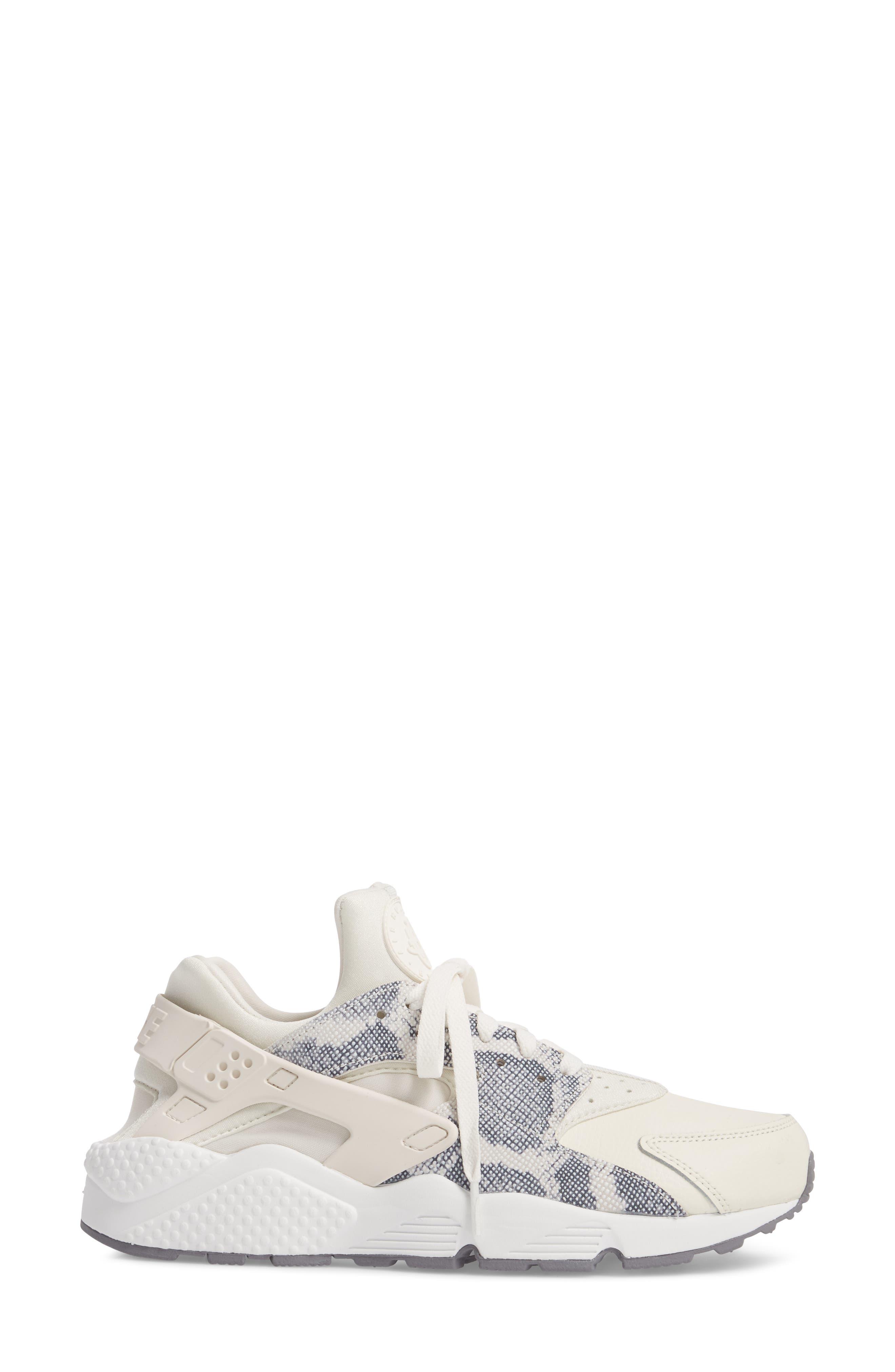 'Air Huarache' Sneaker,                             Alternate thumbnail 3, color,                             255