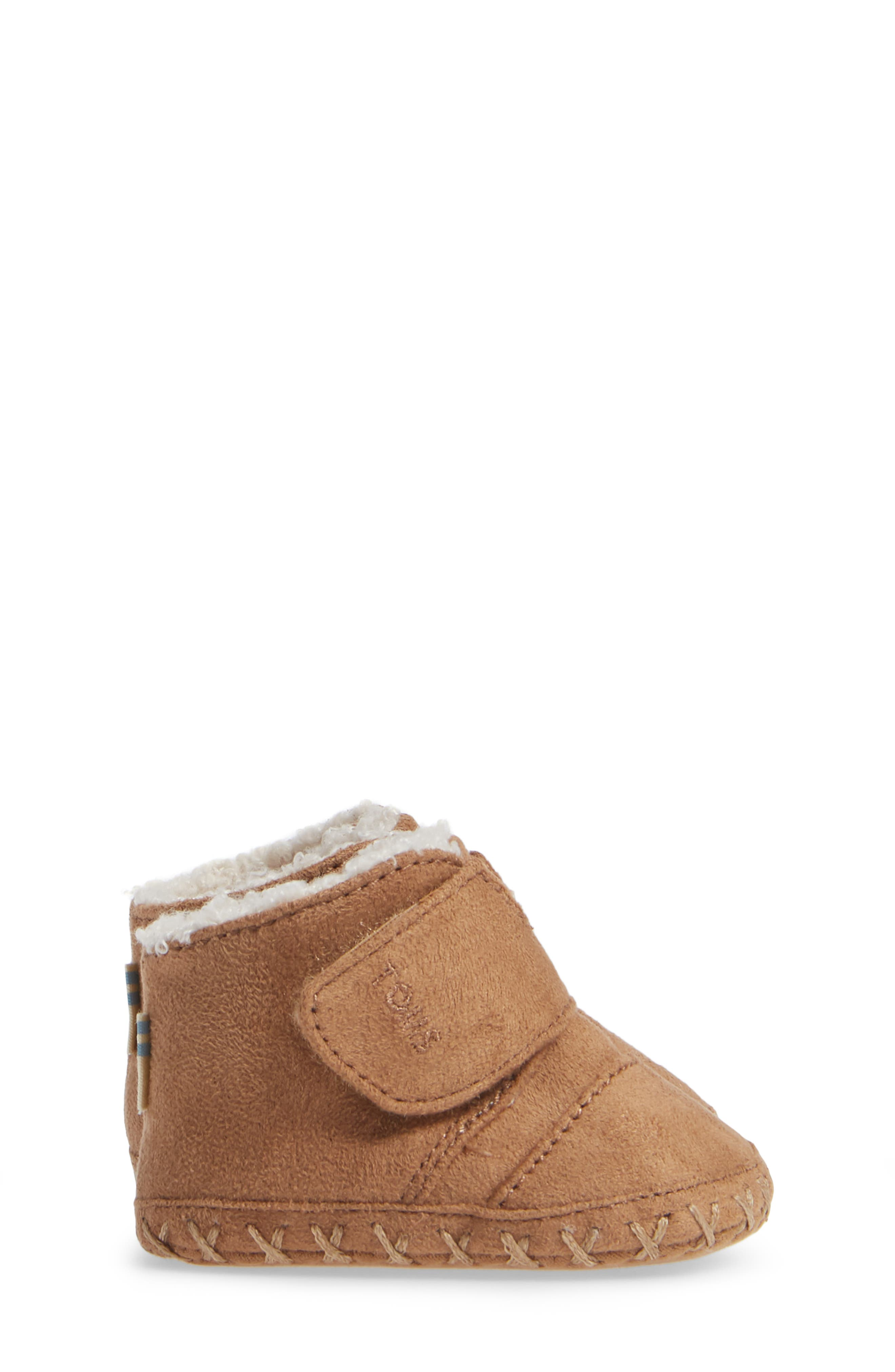 Tiny Cuna Faux Fur Crib Bootie,                             Alternate thumbnail 4, color,                             TOFFEE MICROFIBER