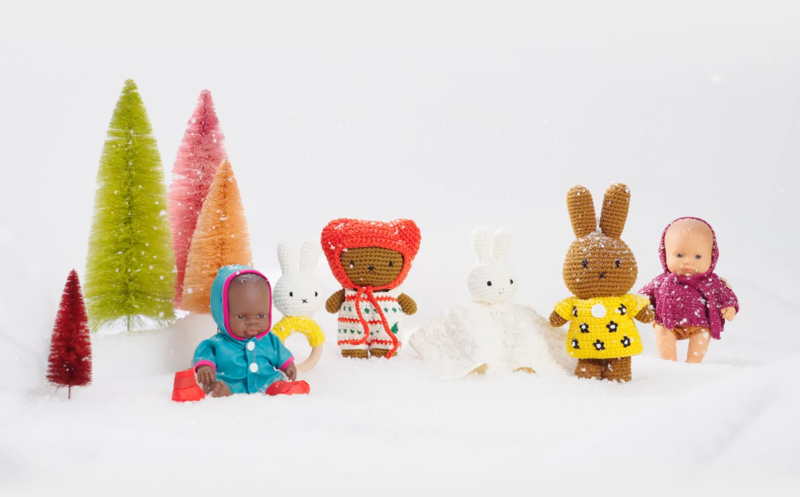 Playtime in 5, 4, 3: dolls and stuffed animals for kids.