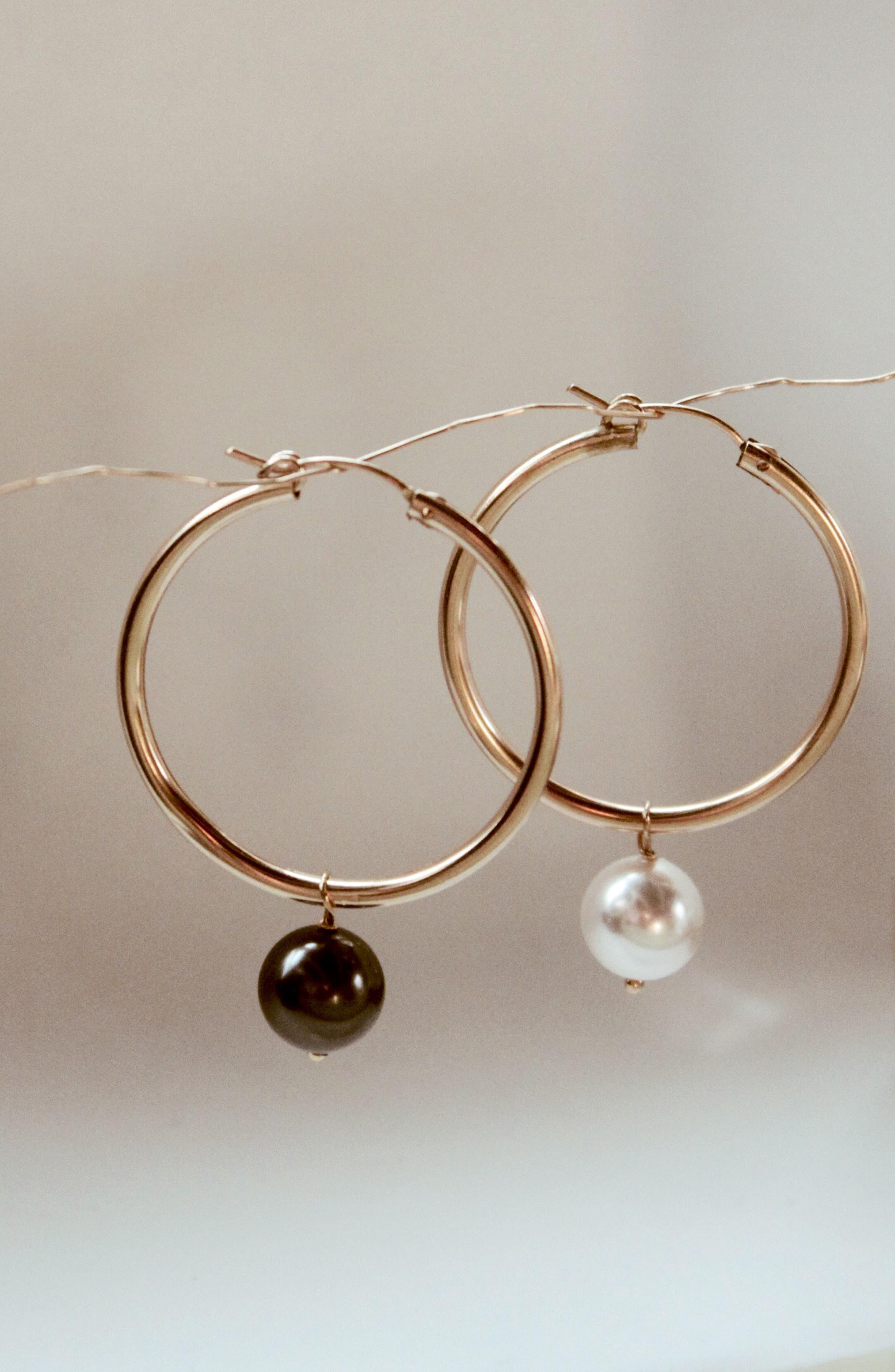 Agra Mismatched Swarovski Imitation Pearl Hoop Earrings,                             Alternate thumbnail 3, color,                             WHITE PEARL BLACK PEARL
