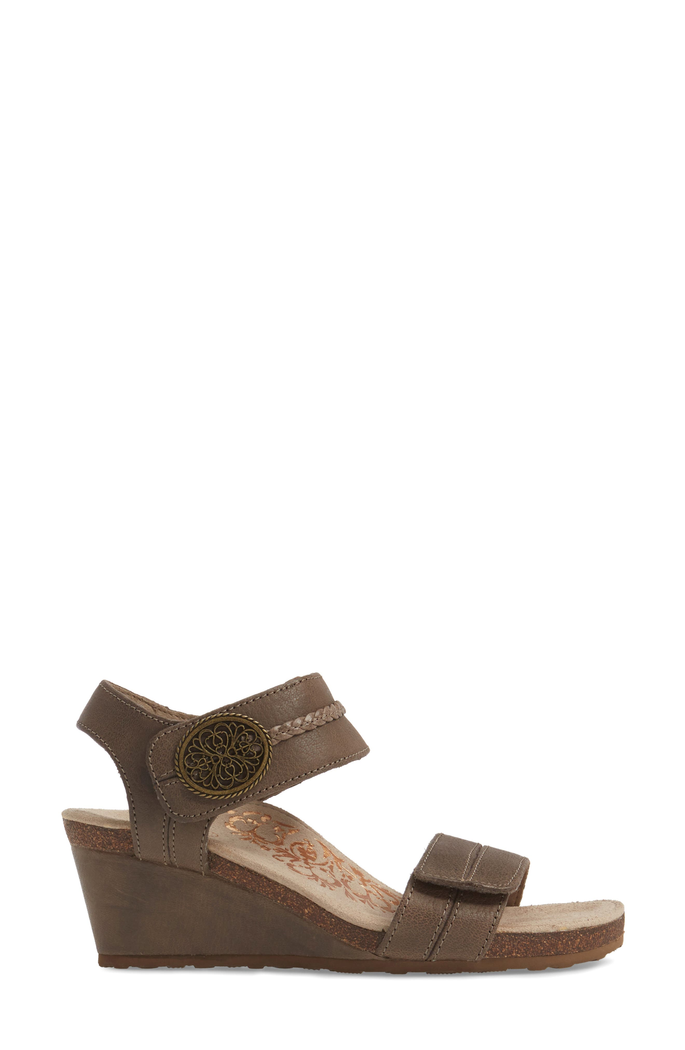 'Arielle' Leather Wedge Sandal,                             Alternate thumbnail 3, color,                             STONE LEATHER
