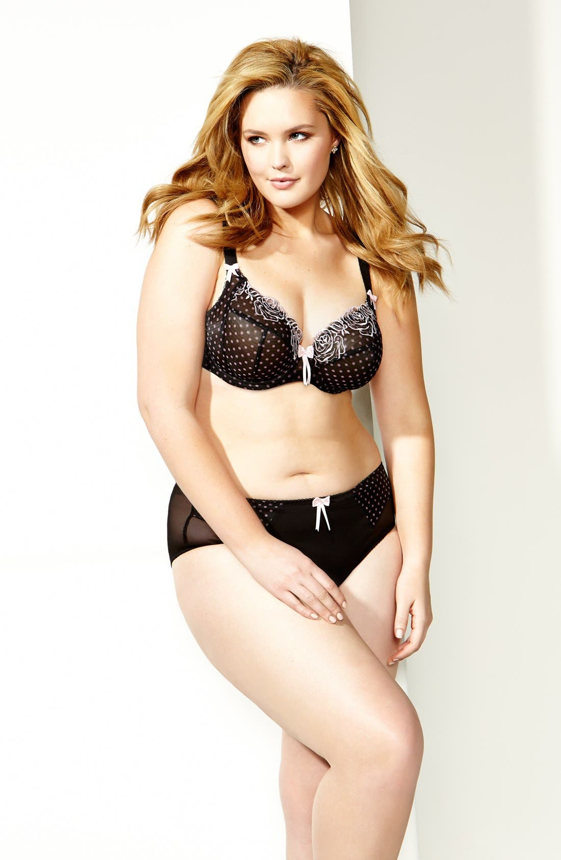 'Betty' Underwire Plunge Bra,                             Alternate thumbnail 4, color,                             001