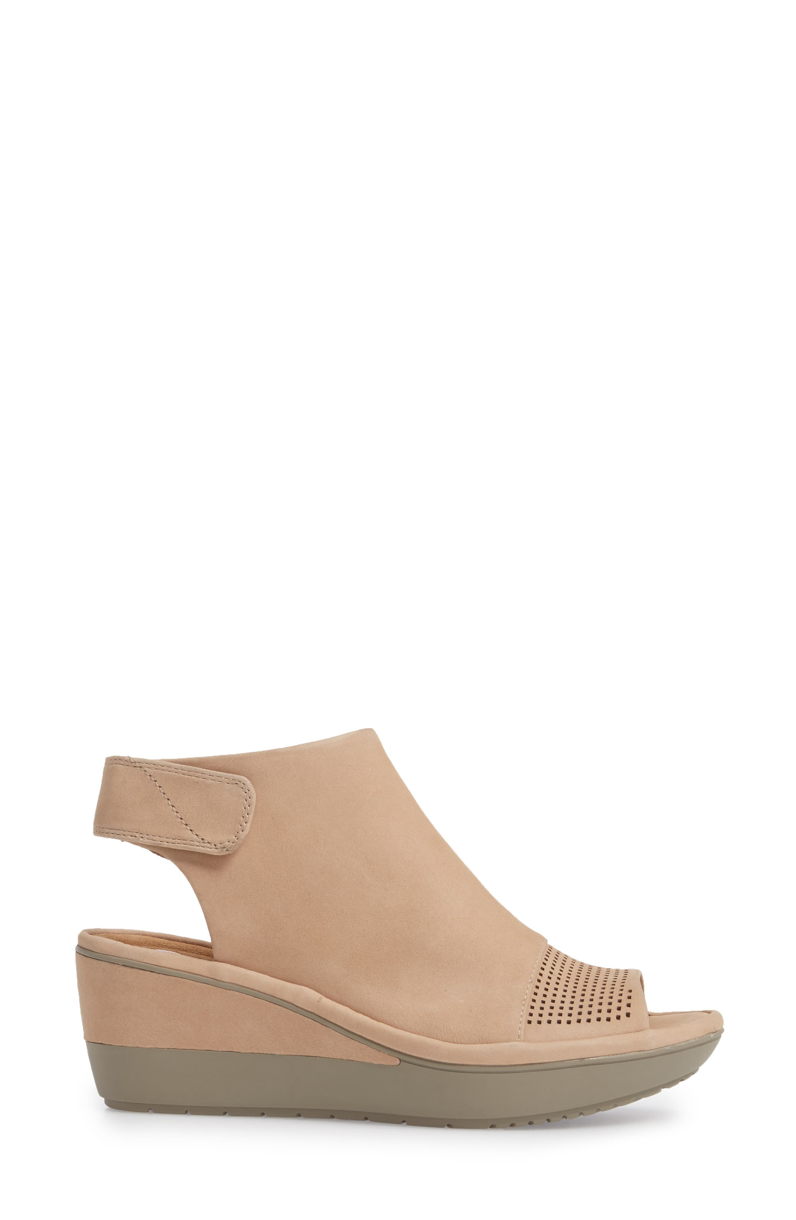 CLARKS<SUP>®</SUP>,                             Wynnmere Abie Wedge Sandal,                             Alternate thumbnail 3, color,                             273