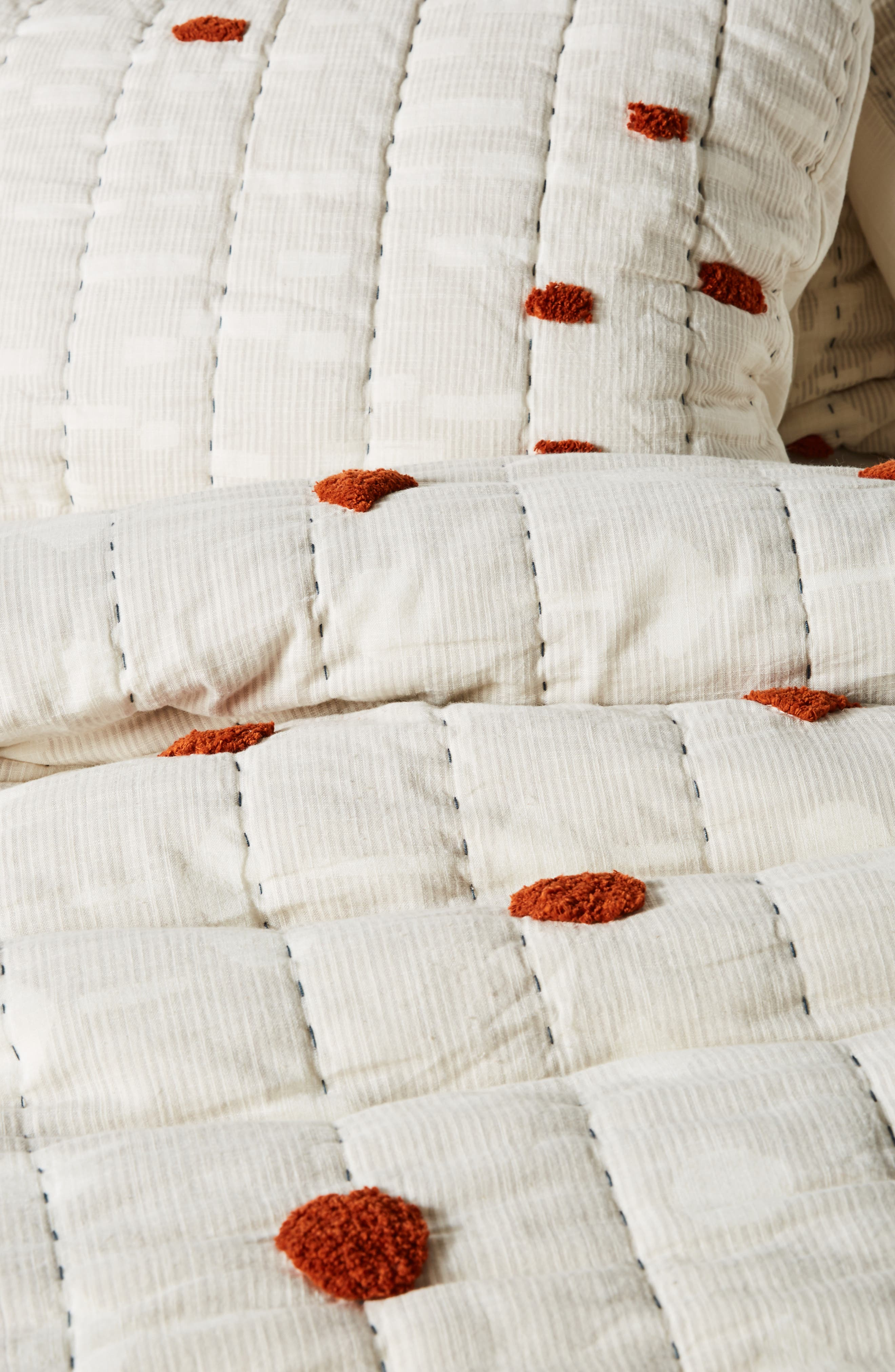 ANTHROPOLOGIE,                             Mesa Tufted Quilt,                             Alternate thumbnail 4, color,                             RUST