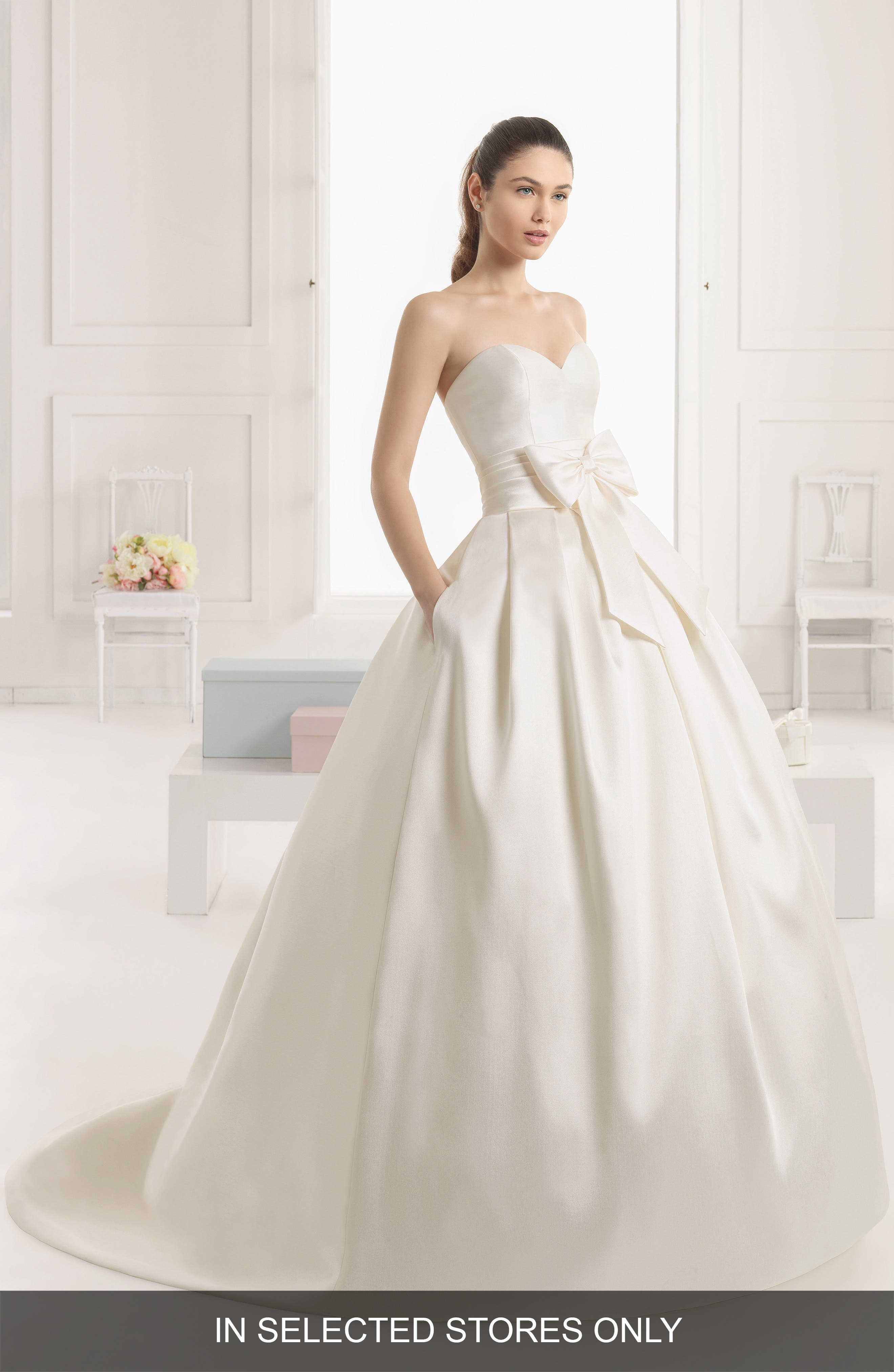 Rosa Clará Enebro Strapless Bow Ballgown Dress,                             Alternate thumbnail 6, color,                             IVORY