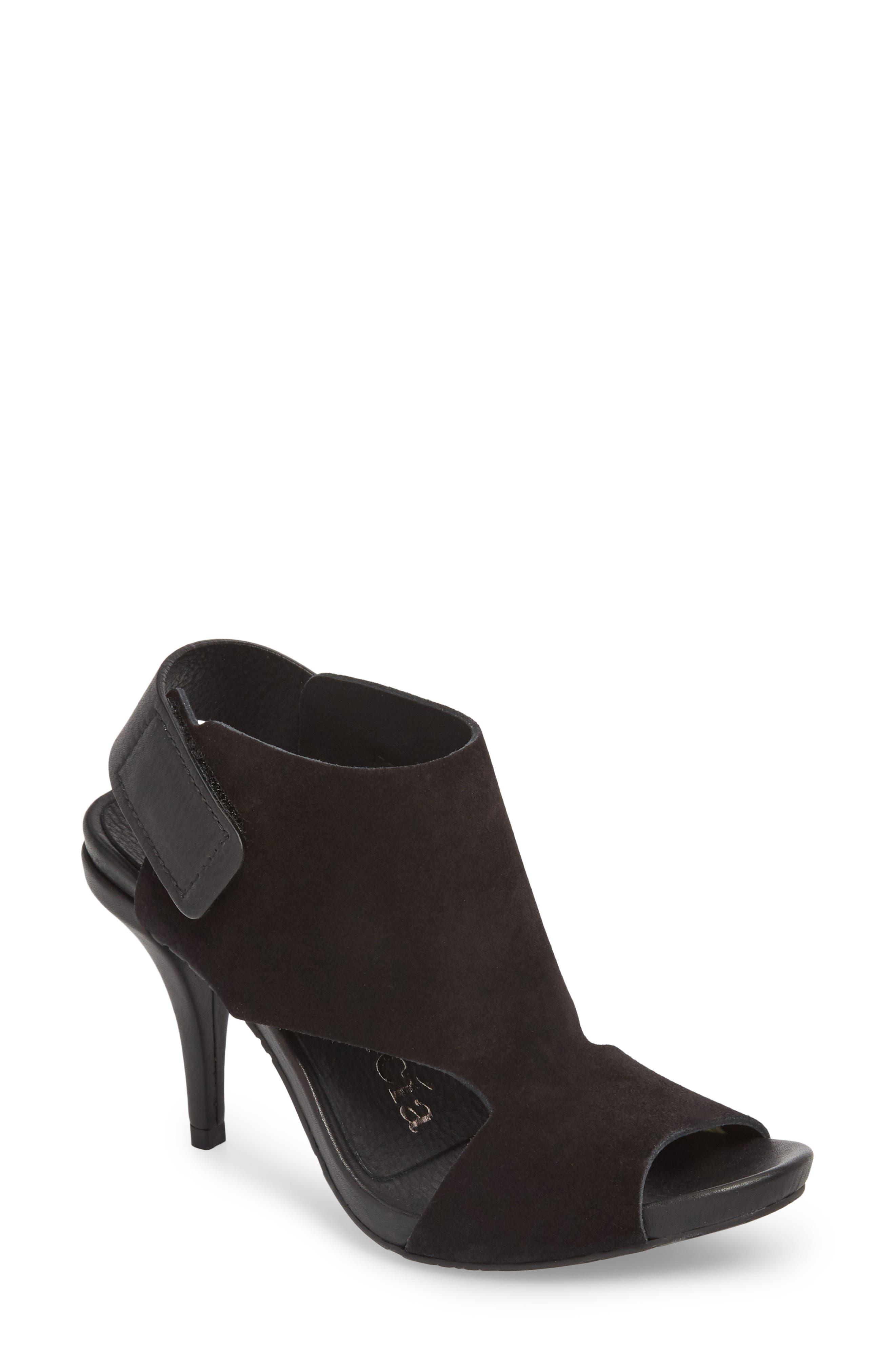 Yimina Cutout Sandal,                             Main thumbnail 1, color,                             BLACK