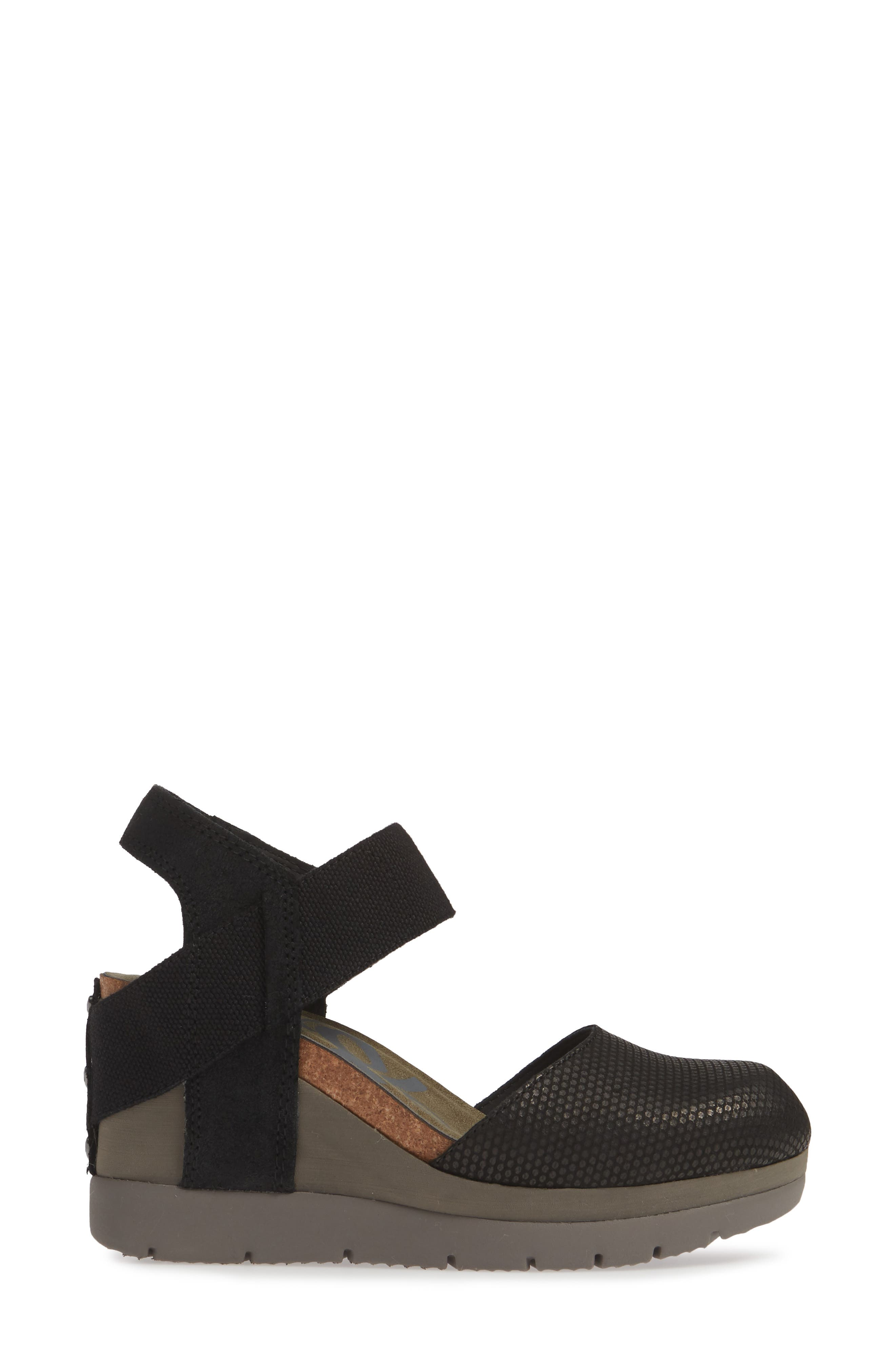 Carry On Wedge Sandal,                             Alternate thumbnail 3, color,                             BLACK LEATHER