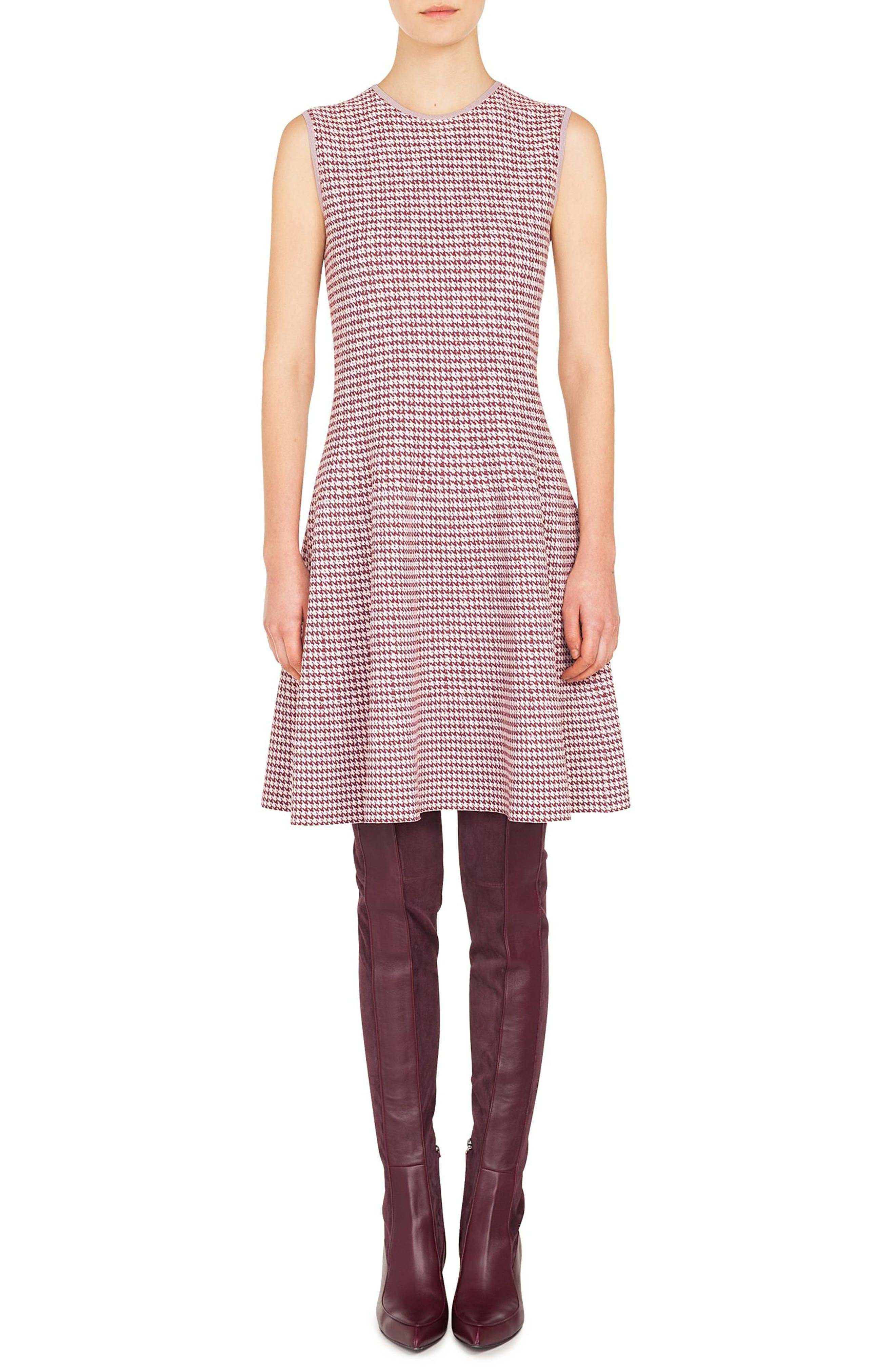 AKRIS PUNTO Round-Neck Sleeveless Fit-And-Flare Houndstooth Knit Dress in Blush Rose/ Burgundy