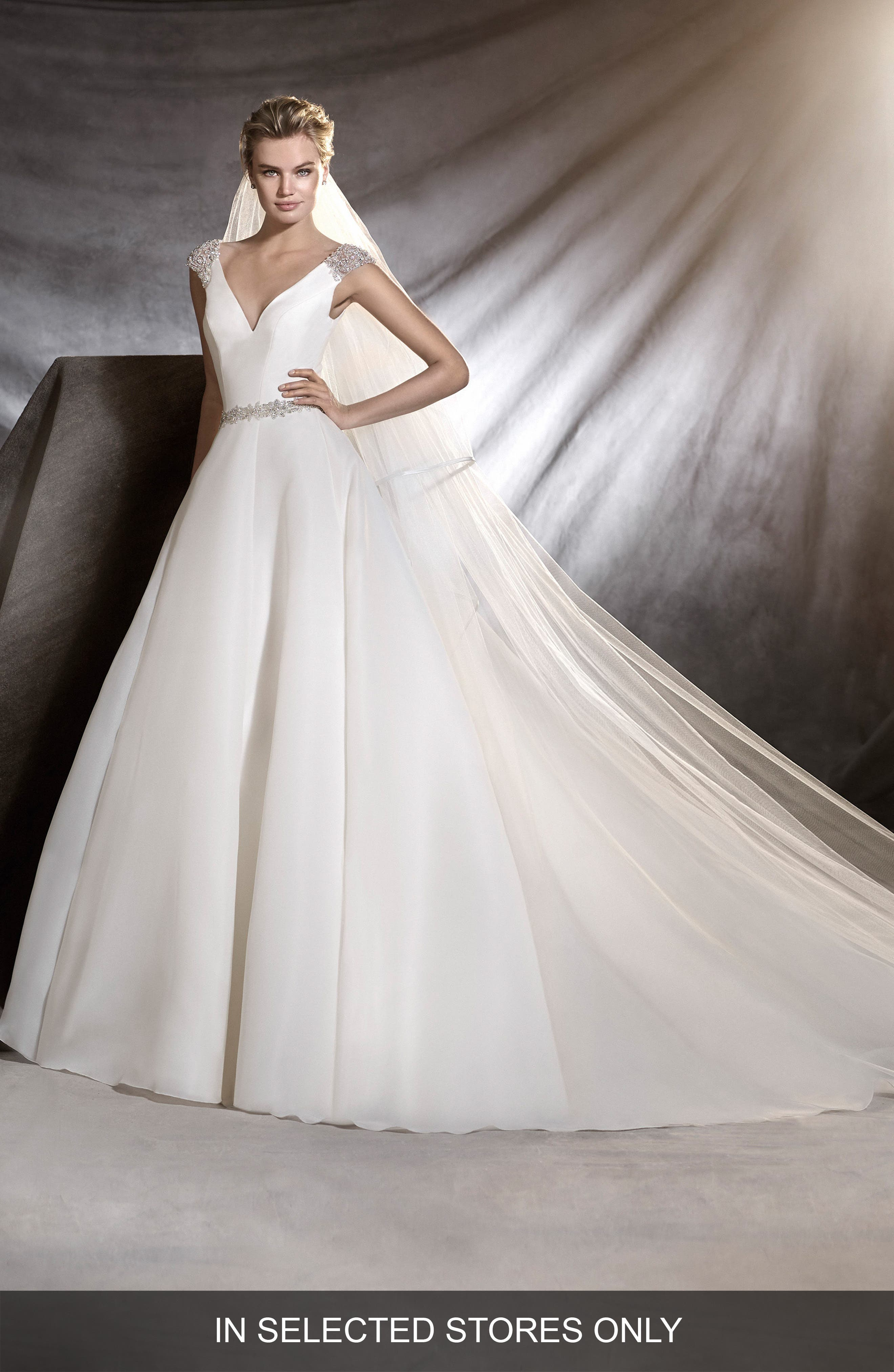 Ovidia Beaded Cap Sleeve Organza Ballgown,                         Main,                         color, 901