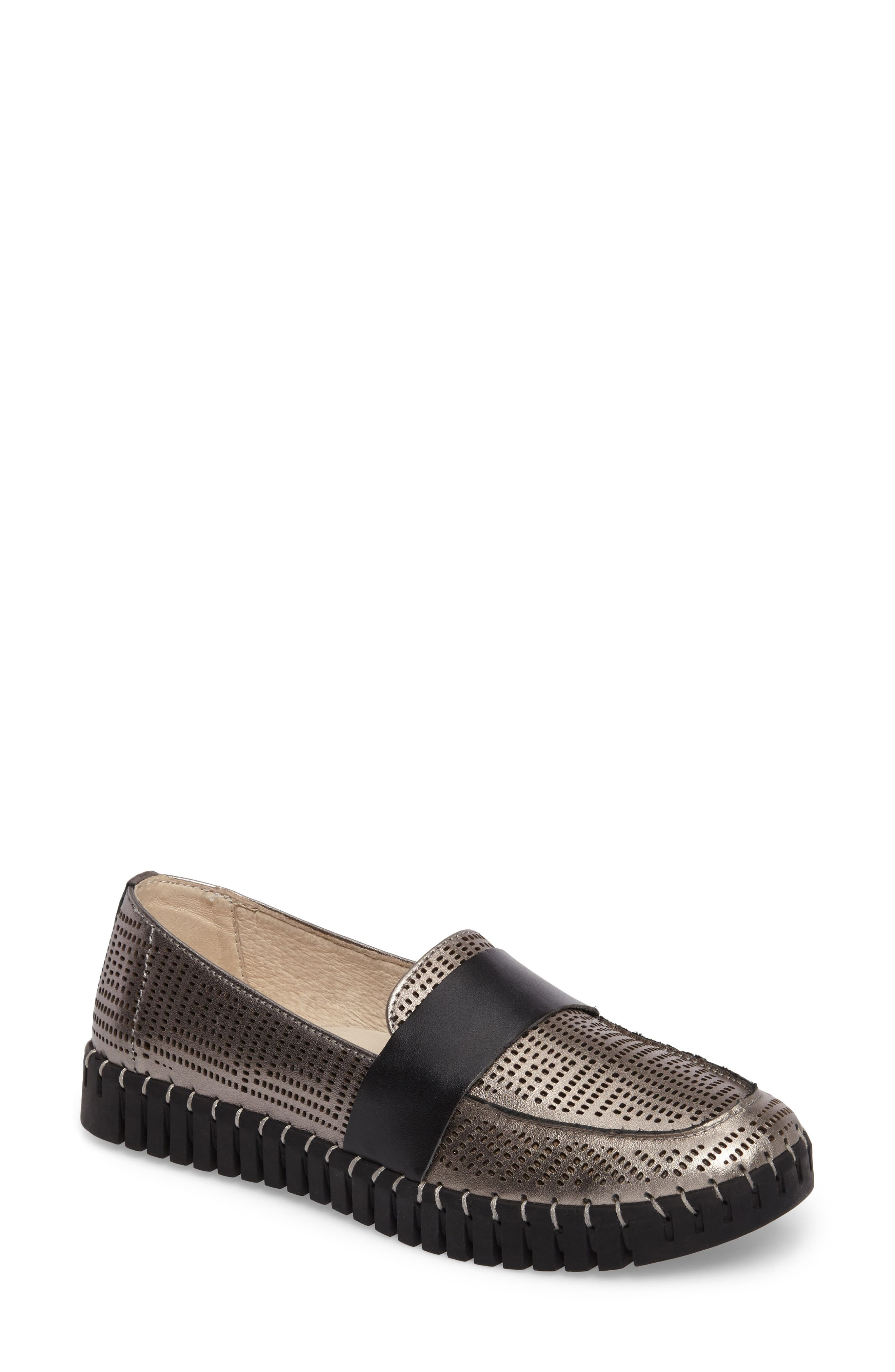 TW74 Perforated Flat,                             Main thumbnail 1, color,                             GUNMETAL LEATHER