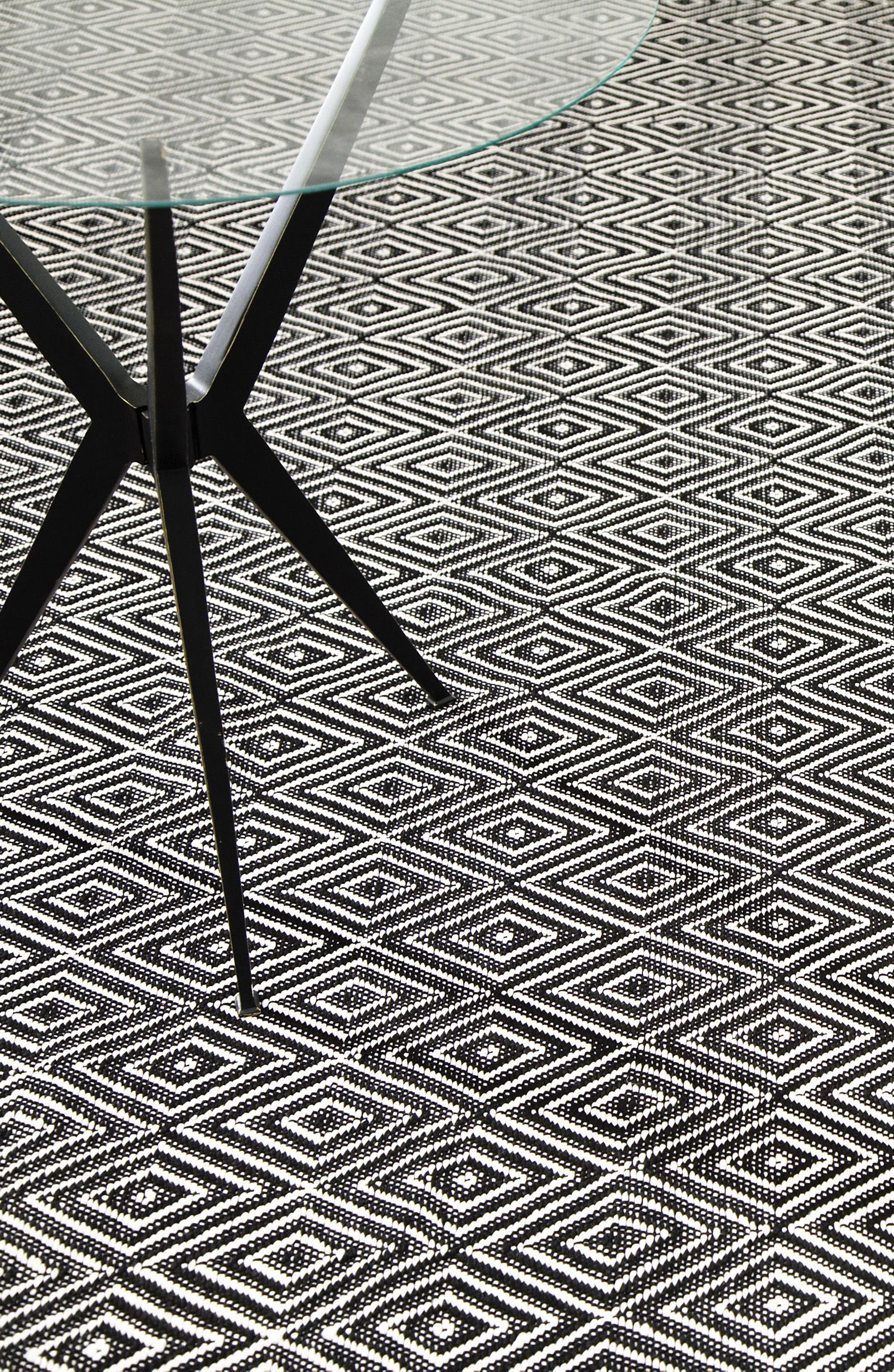 DASH & ALBERT,                             Diamond Indoor/Outdoor Rug,                             Alternate thumbnail 3, color,                             BLACK