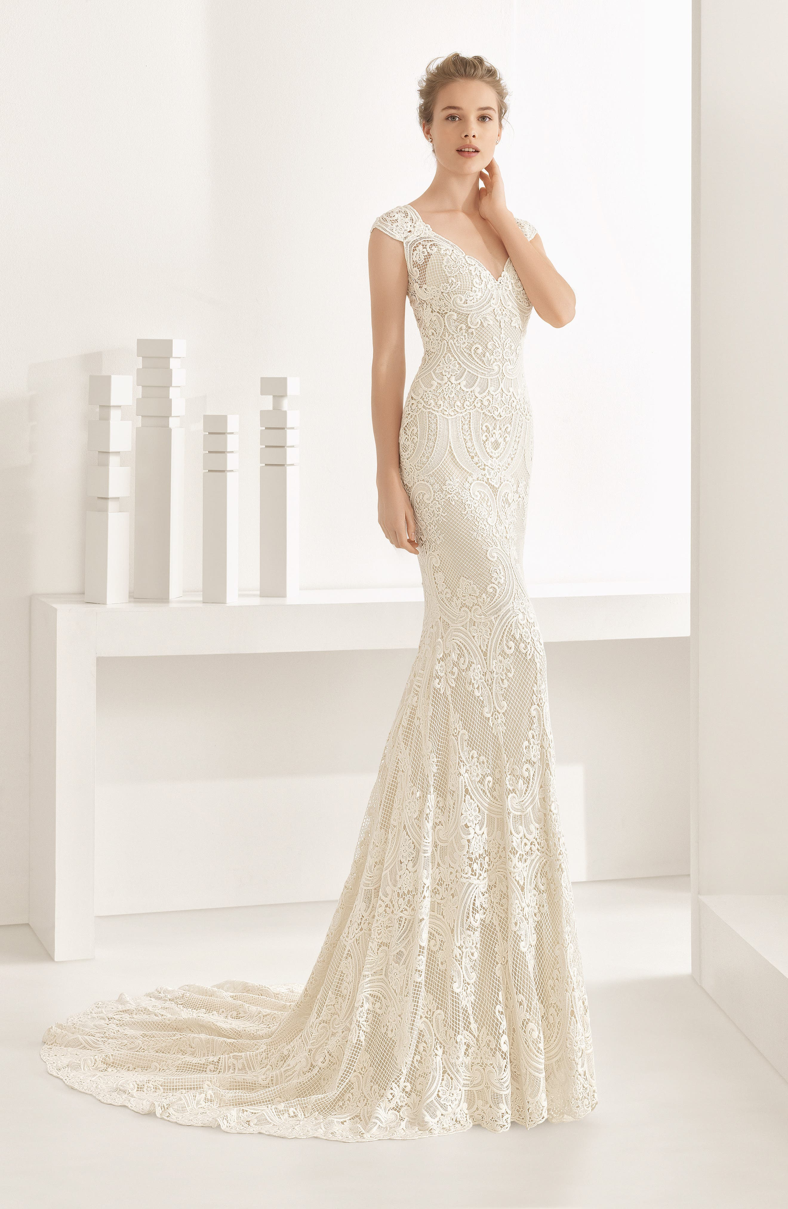 Natalia Guipure Lace Mermaid Gown,                             Alternate thumbnail 4, color,                             900