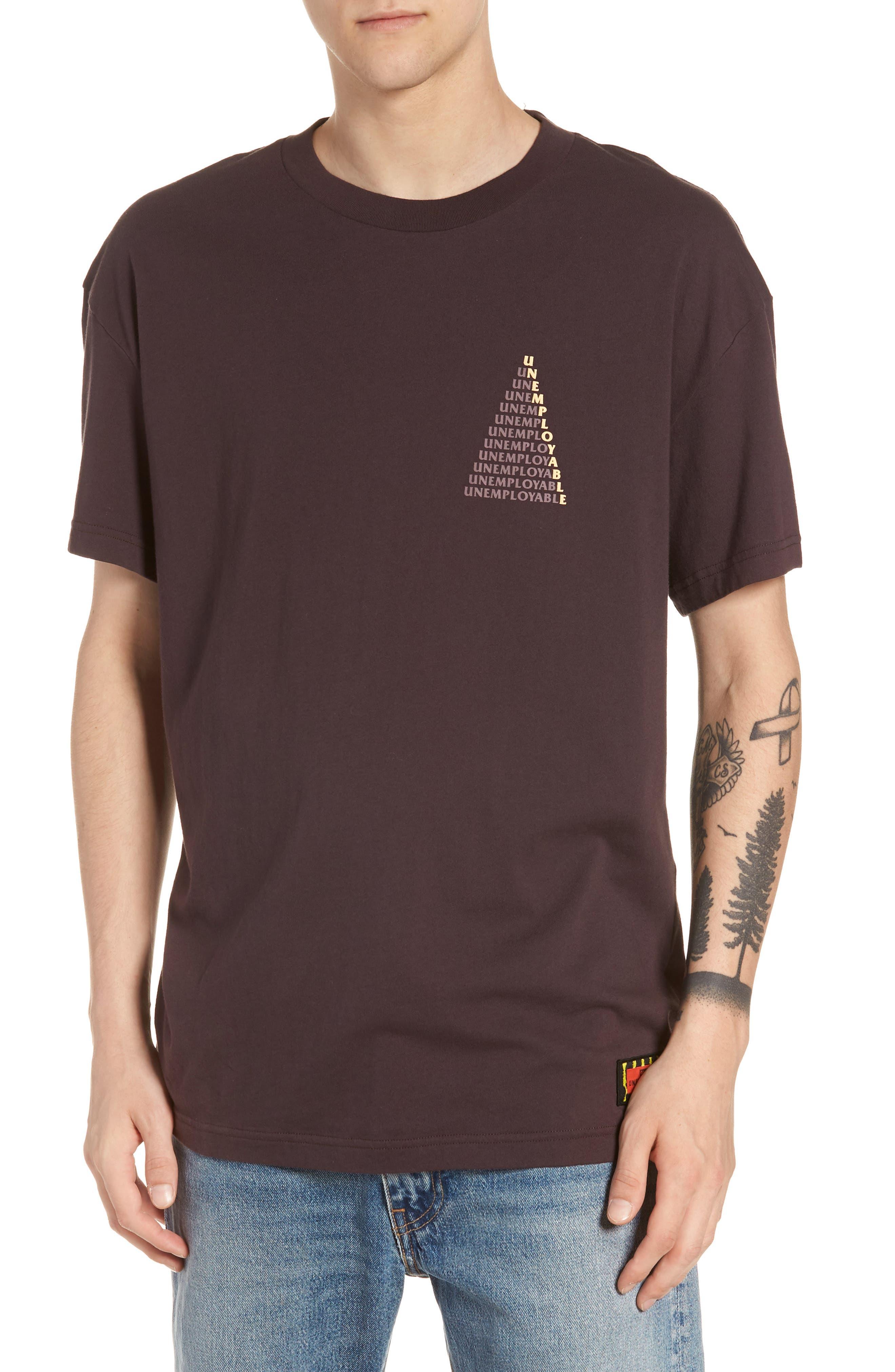 GLOBE Ue Pyramid T-Shirt in Wine