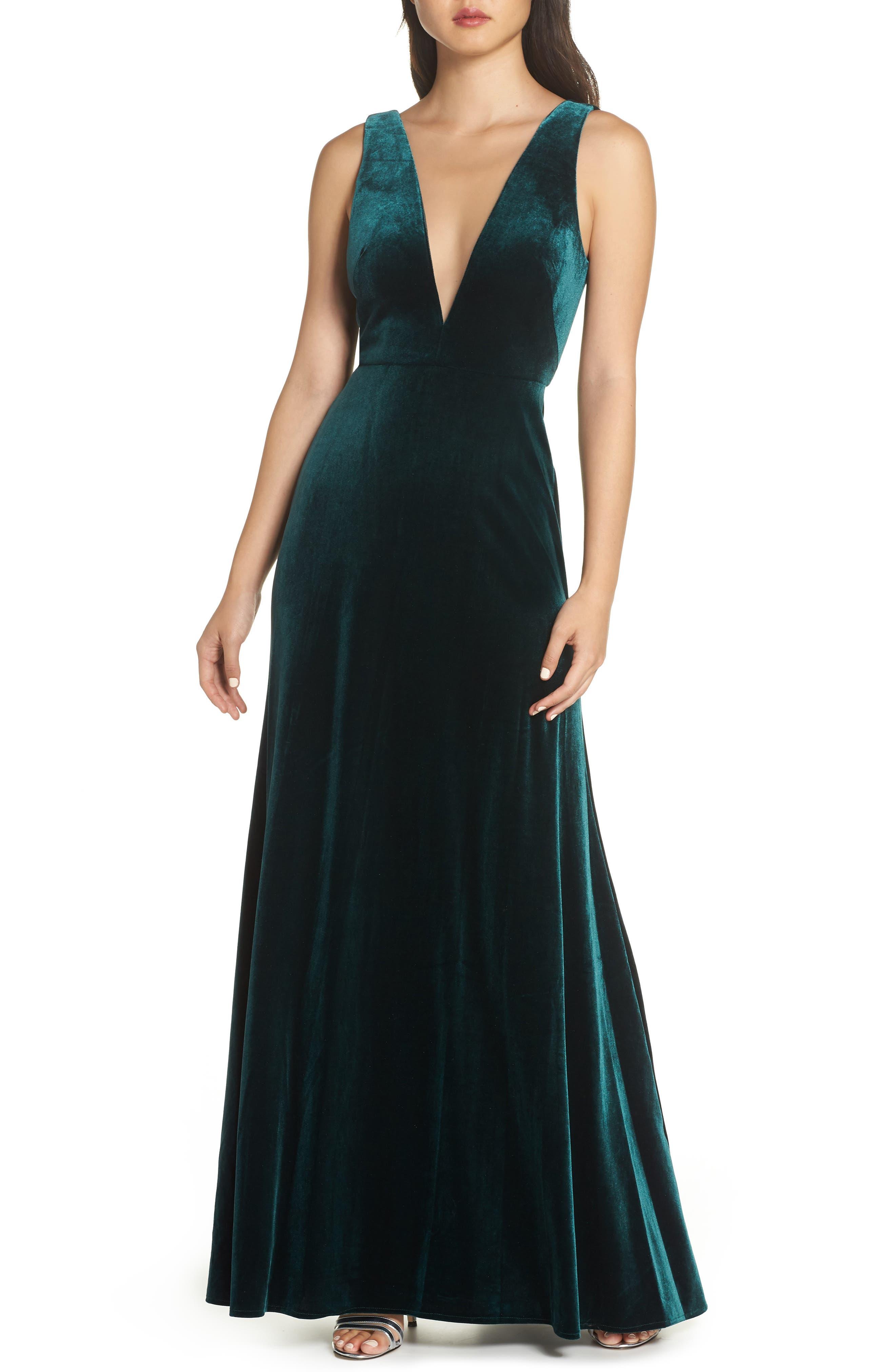 Logan Plunging V-Neck Velvet Gown in Emerald