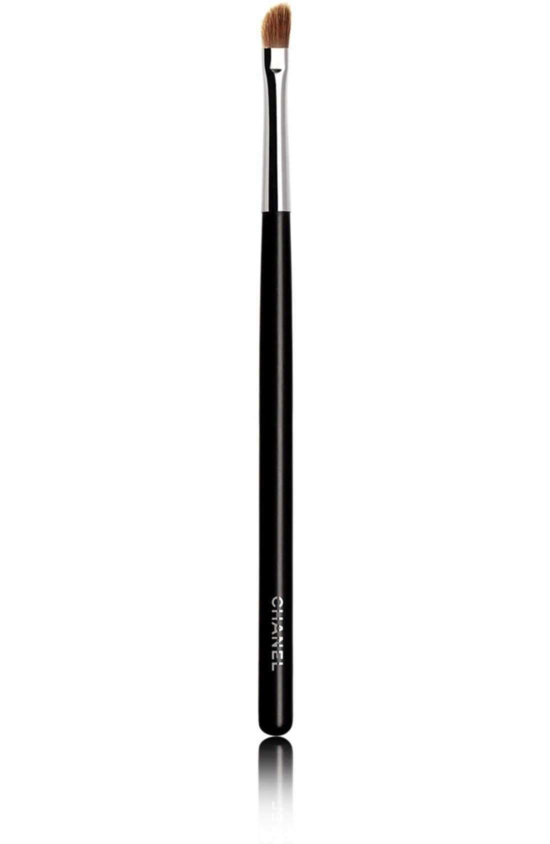 CHANEL,                             PINCEAU LÈVRES BISEAUTÉ Angled Lip Brush #33,                             Main thumbnail 1, color,                             000