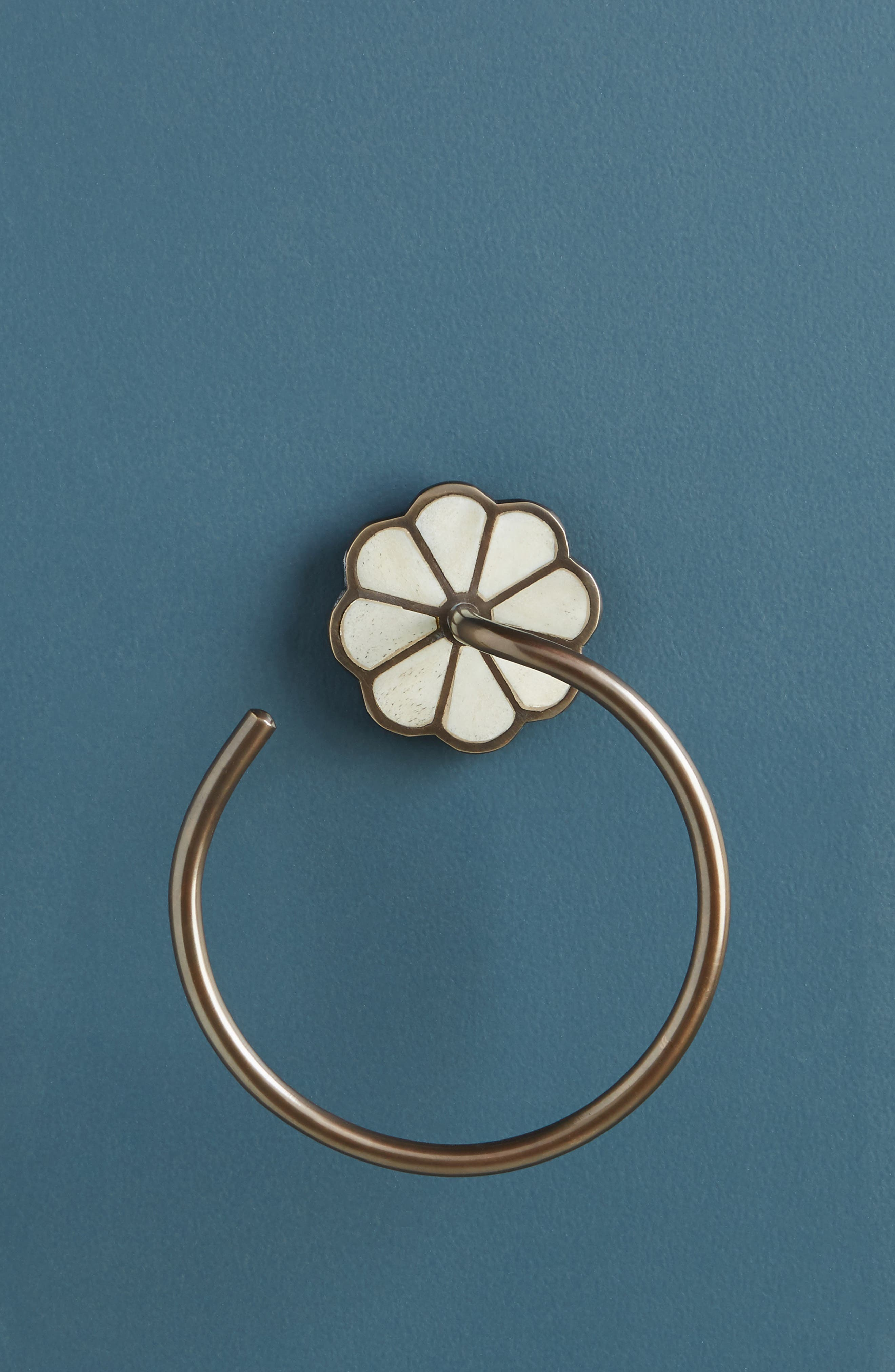 ANTHROPOLOGIE Botanist Towel Ring, Main, color, WHITE/ OIL RUBBED BRONZE