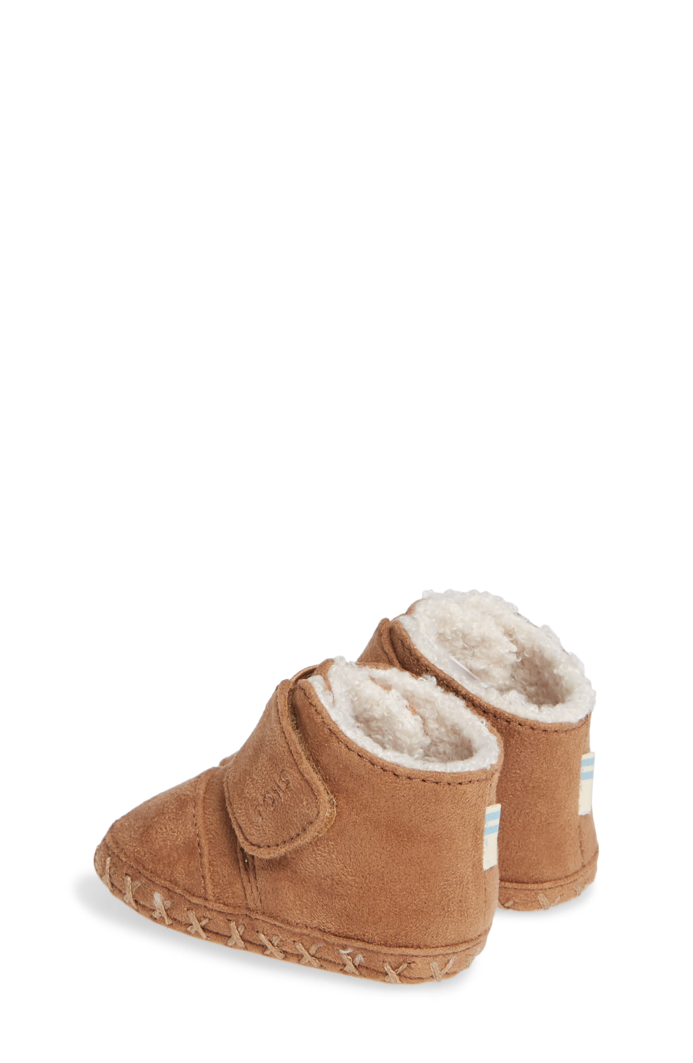 Tiny Cuna Faux Fur Crib Bootie,                             Alternate thumbnail 3, color,                             TOFFEE MICROFIBER