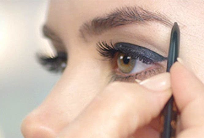 Anastasia Beverly Hills: bold brows in five minutes.