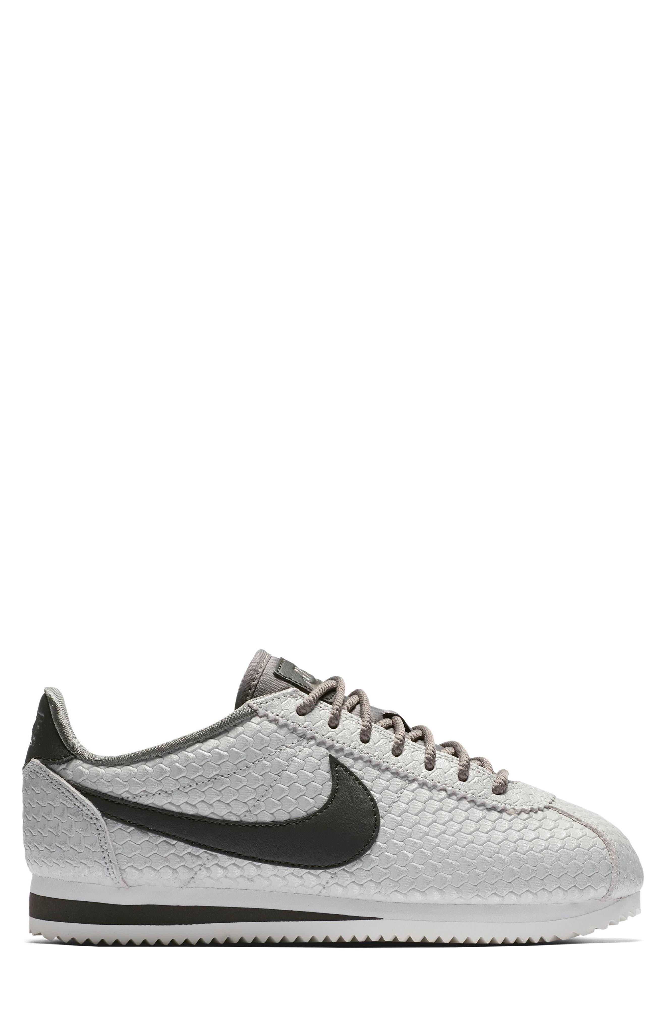 Classic Cortez SE Sneaker,                             Alternate thumbnail 3, color,                             031