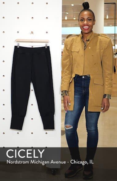 Garudasana Crop Yoga Trousers, sales video thumbnail