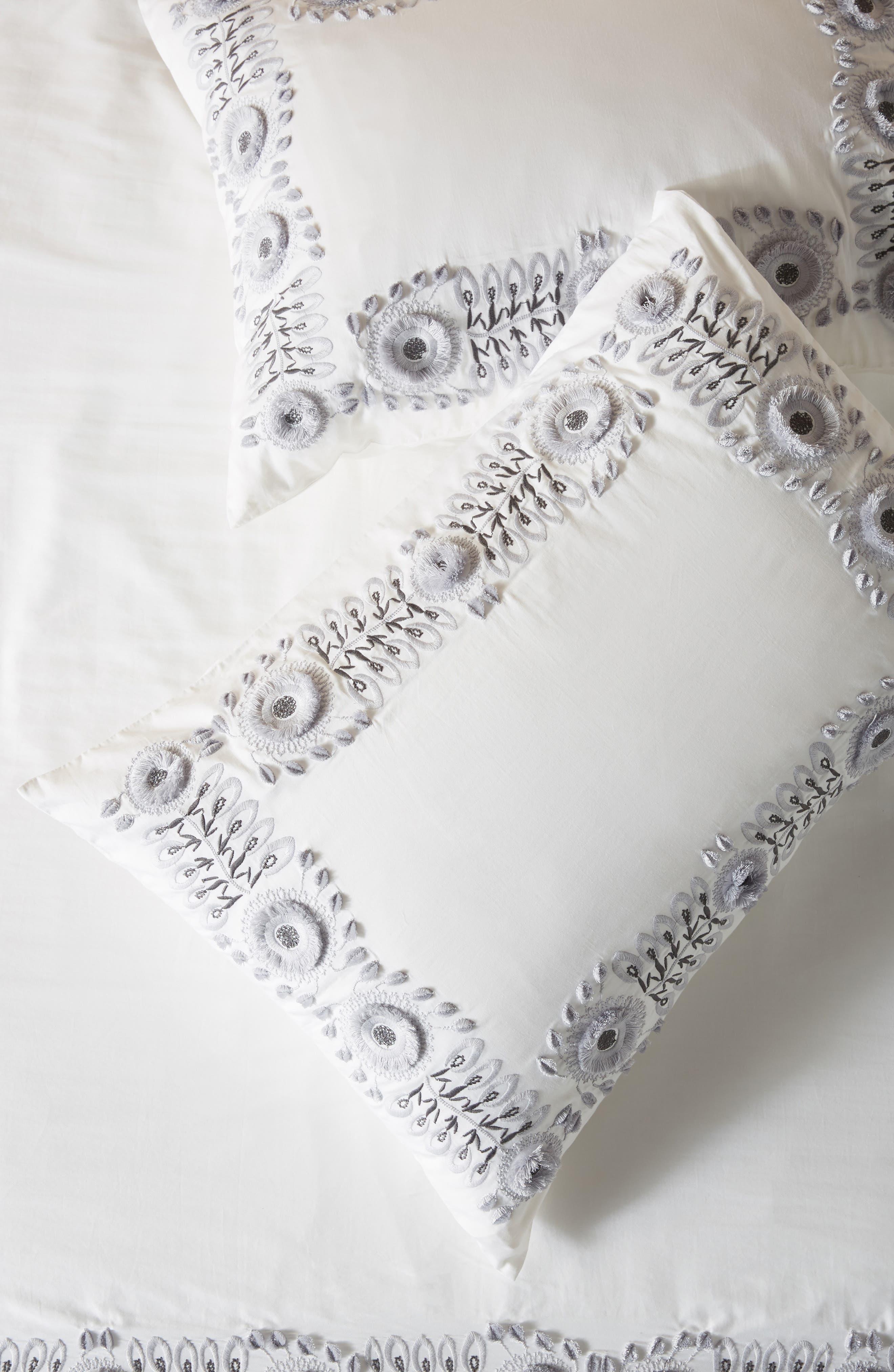 anthropologie petunia set of 2 shams, size standard - white