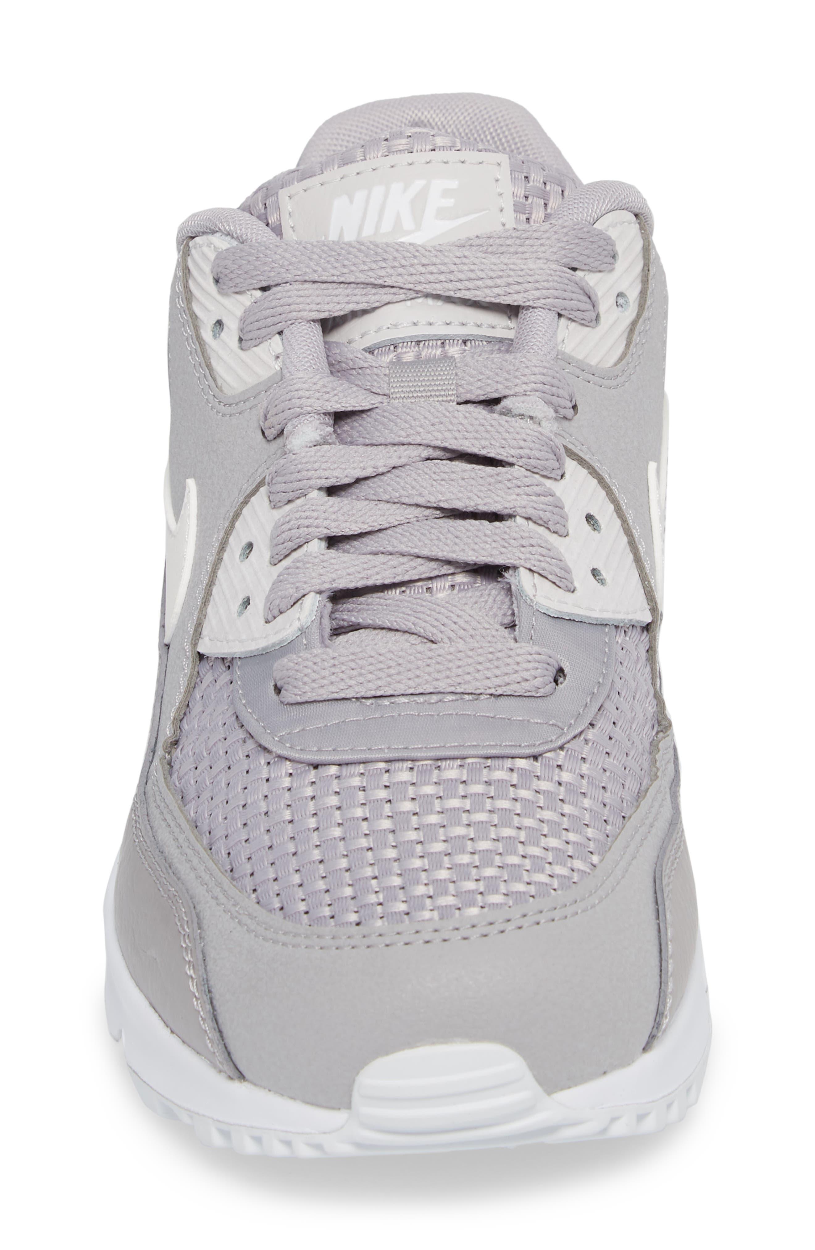 Air Max 90 SE Sneaker,                             Alternate thumbnail 28, color,