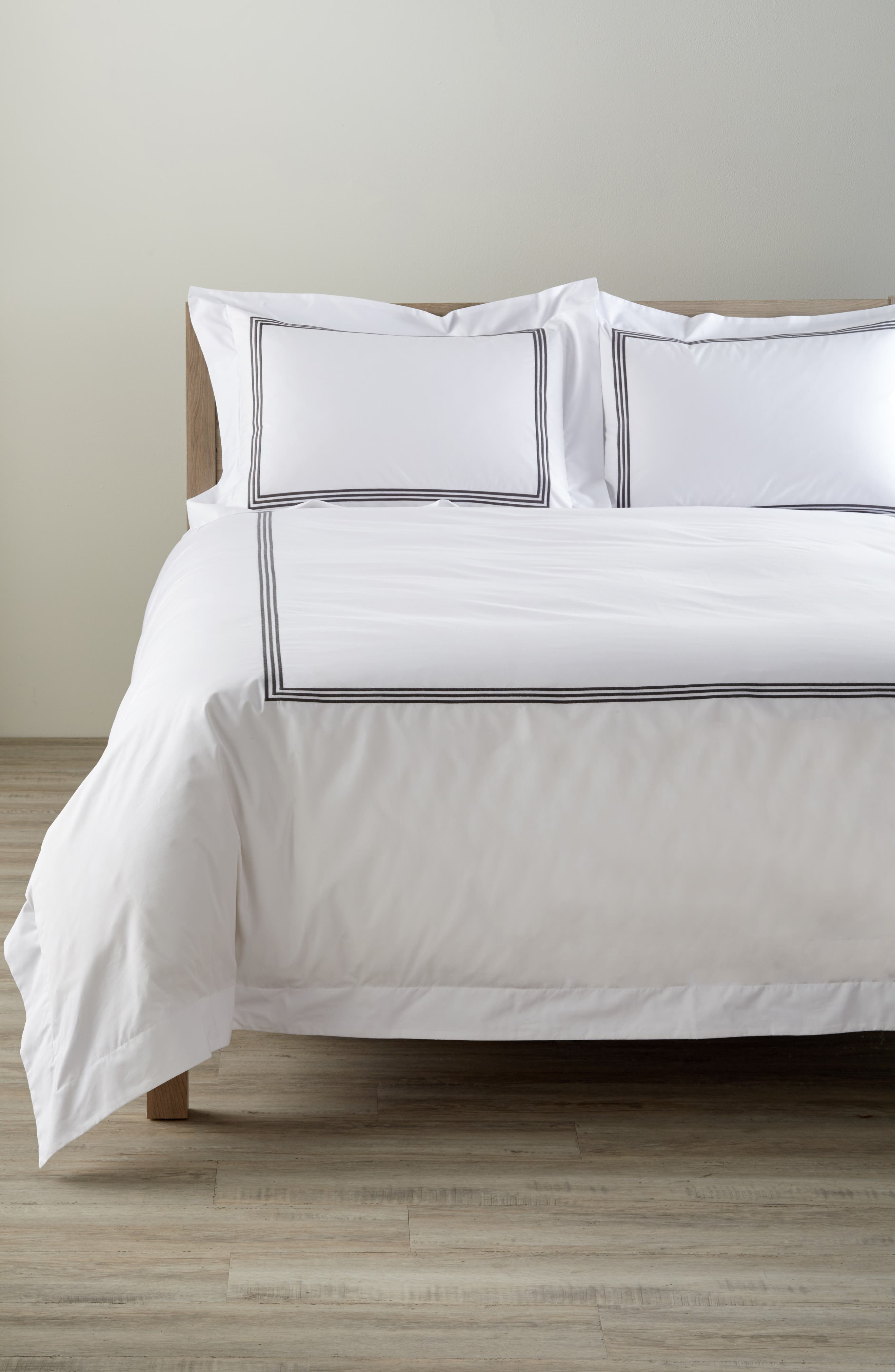 Bel Tempo 350 Thread Count Duvet Cover,                         Main,                         color, 020