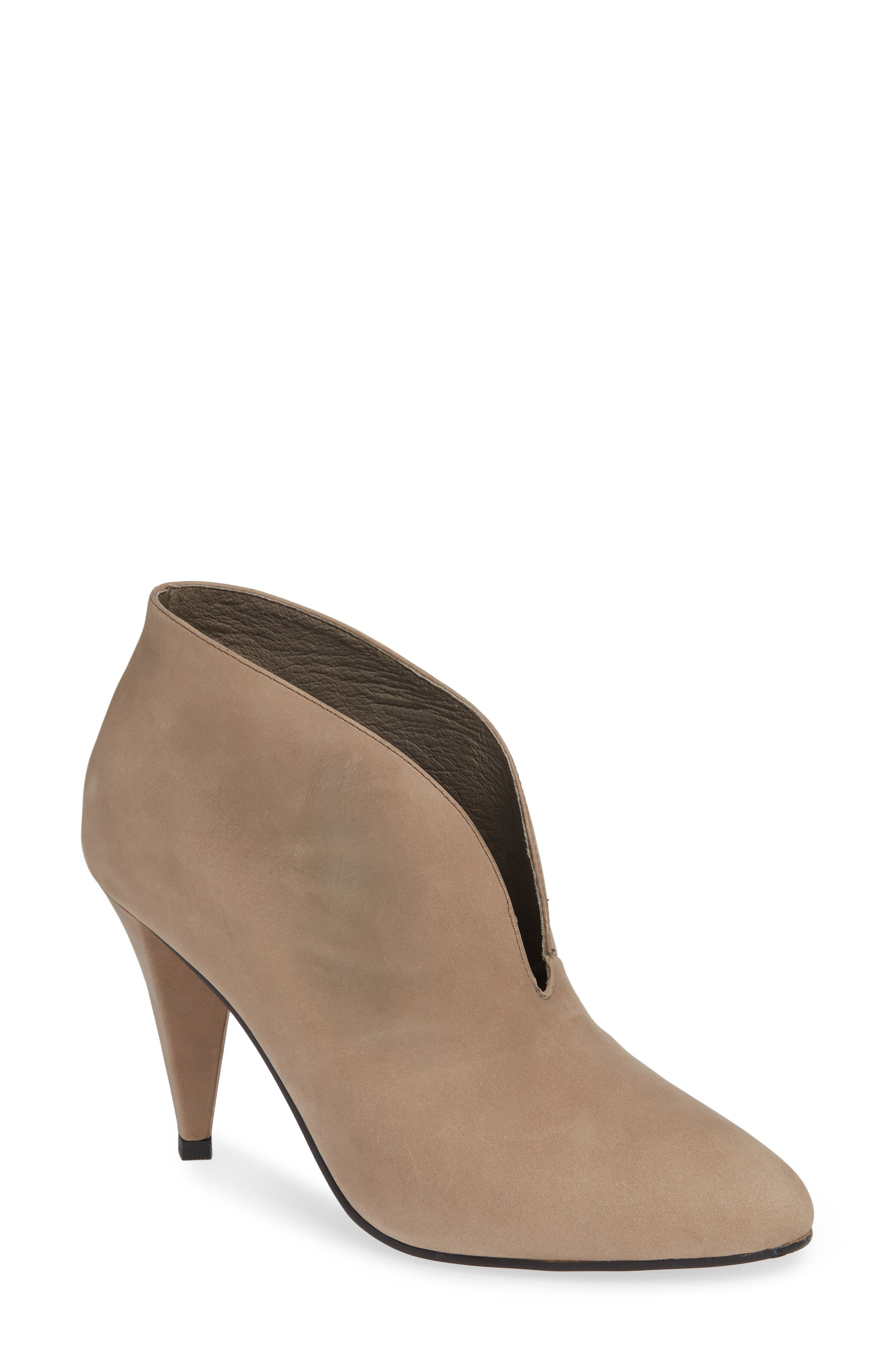 ALIAS MAE Coco Pump in Smoke Leather