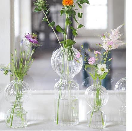 Flowers is Serax glass bud vases.