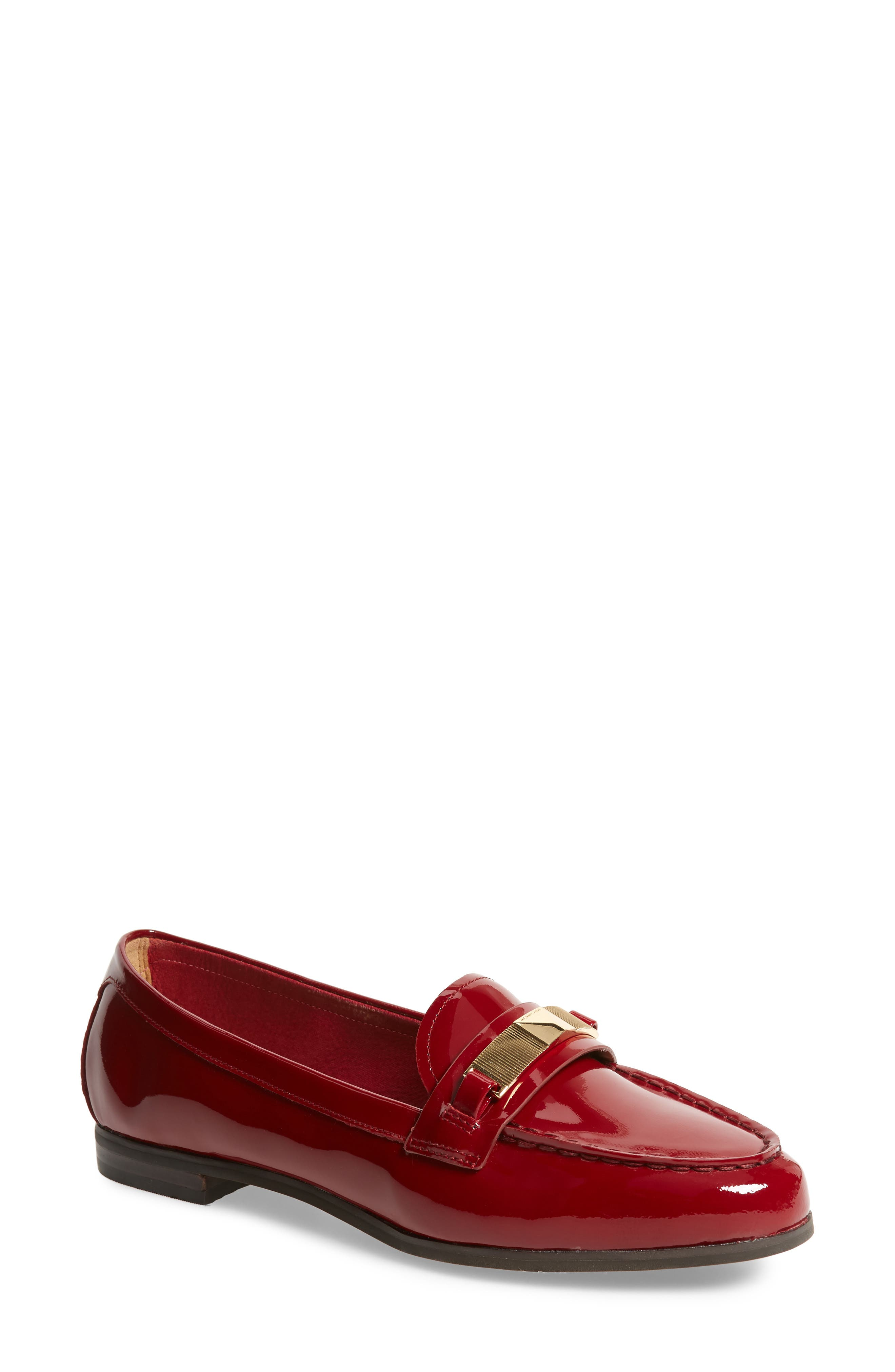 Paloma Loafer in Maroon Patent
