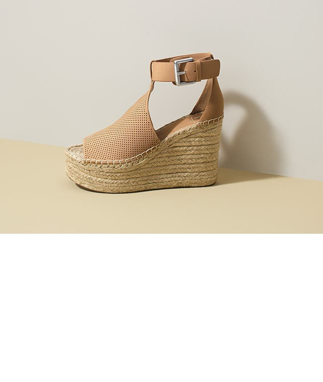 Women's vacation shoes.