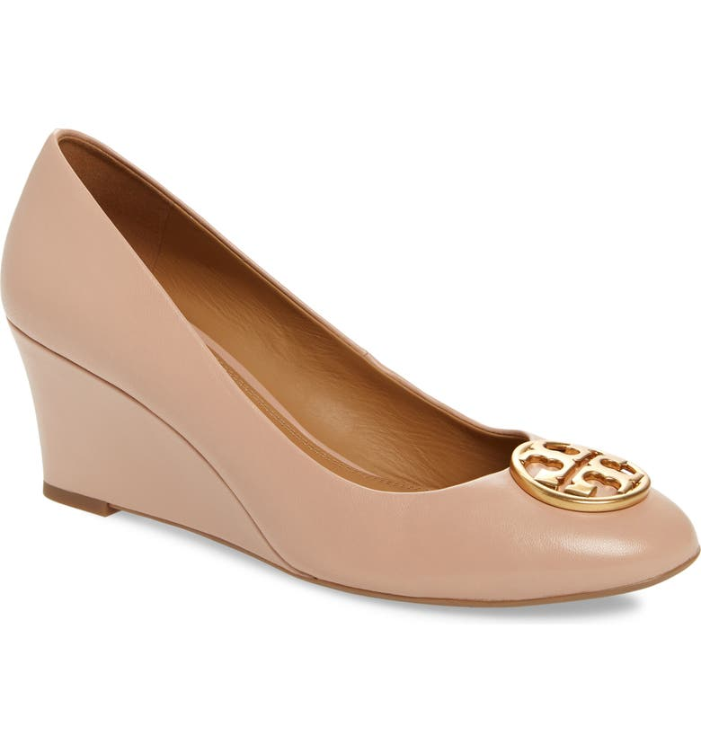 365921cba tory burch chelsea logo medallion wedge in goan sand | modesens