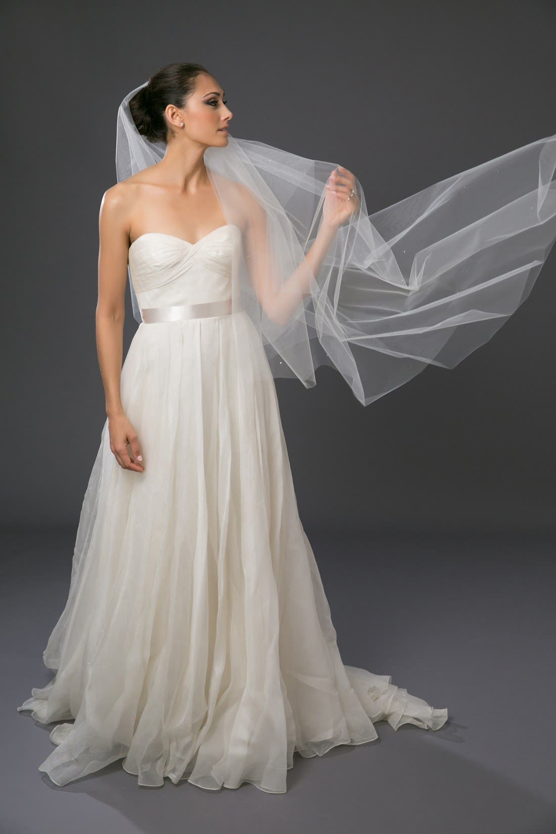 'Chakra' Circle Cut Waltz Length Veil,                             Alternate thumbnail 3, color,                             LIGHT IVORY