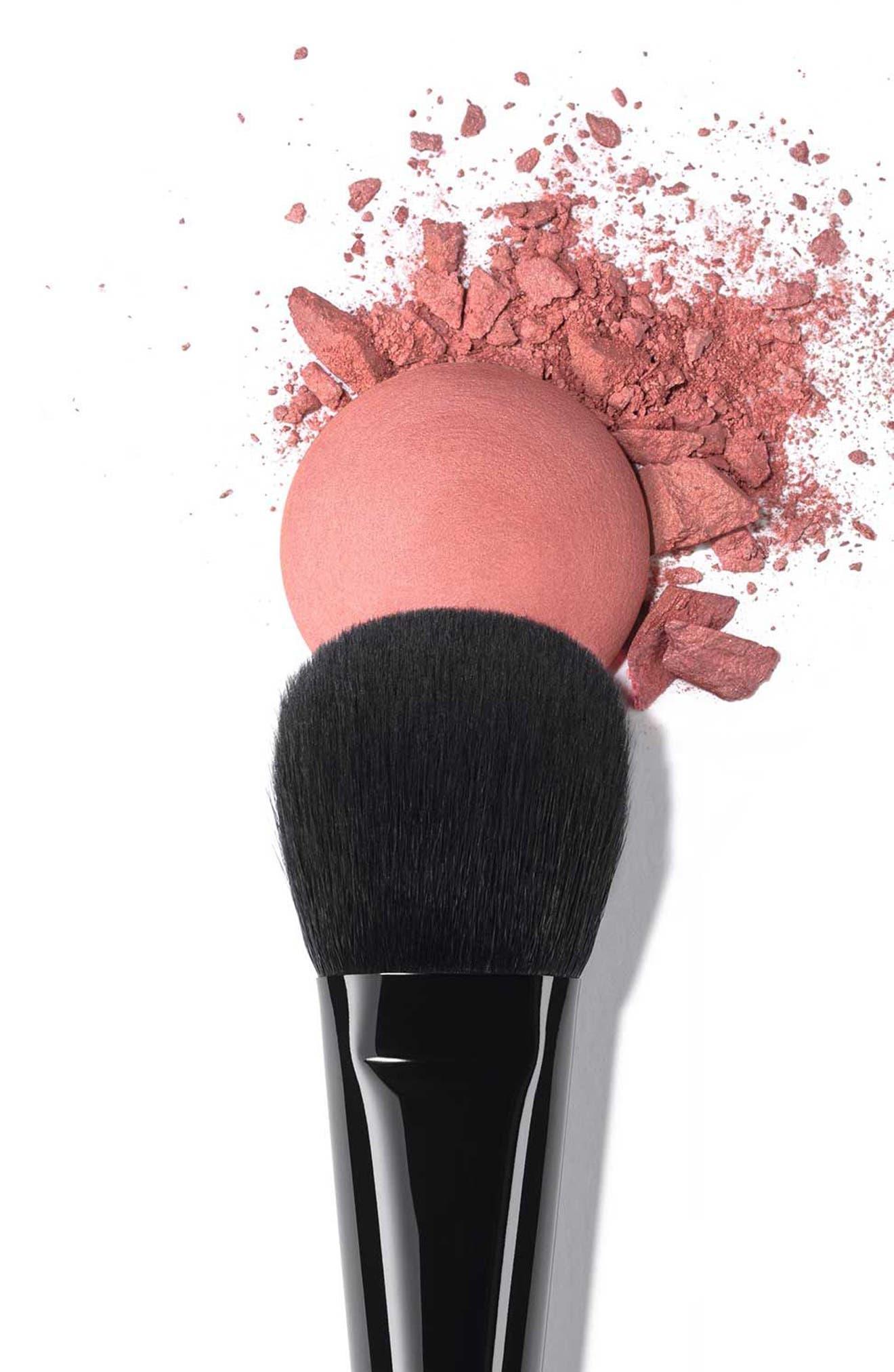 LES PINCEAUX DE CHANEL<br />Blush Brush,                             Alternate thumbnail 2, color,                             NO COLOR