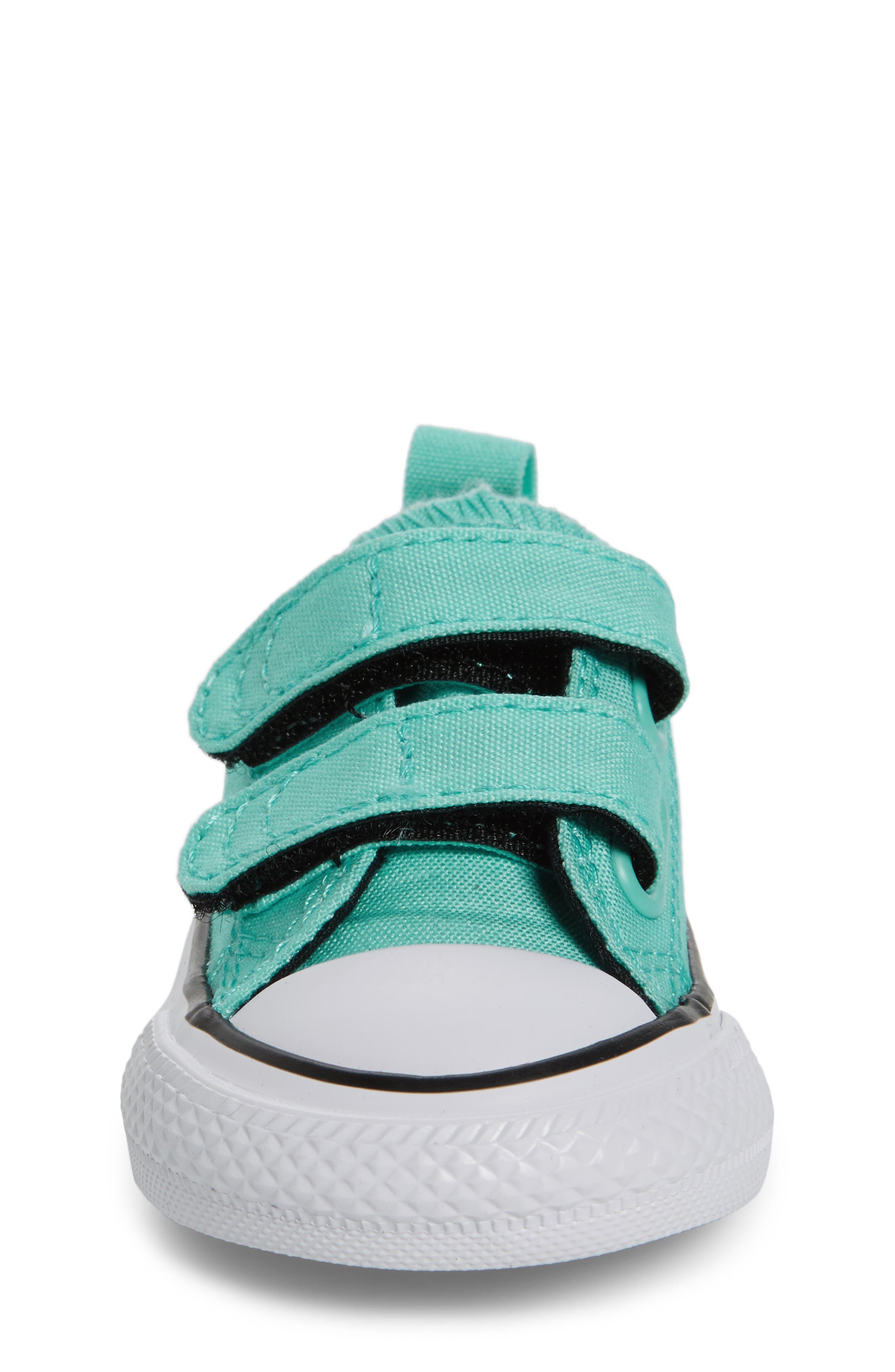 Chuck Taylor<sup>®</sup> All Star<sup>®</sup> 2V Low-Top Sneaker,                             Alternate thumbnail 4, color,