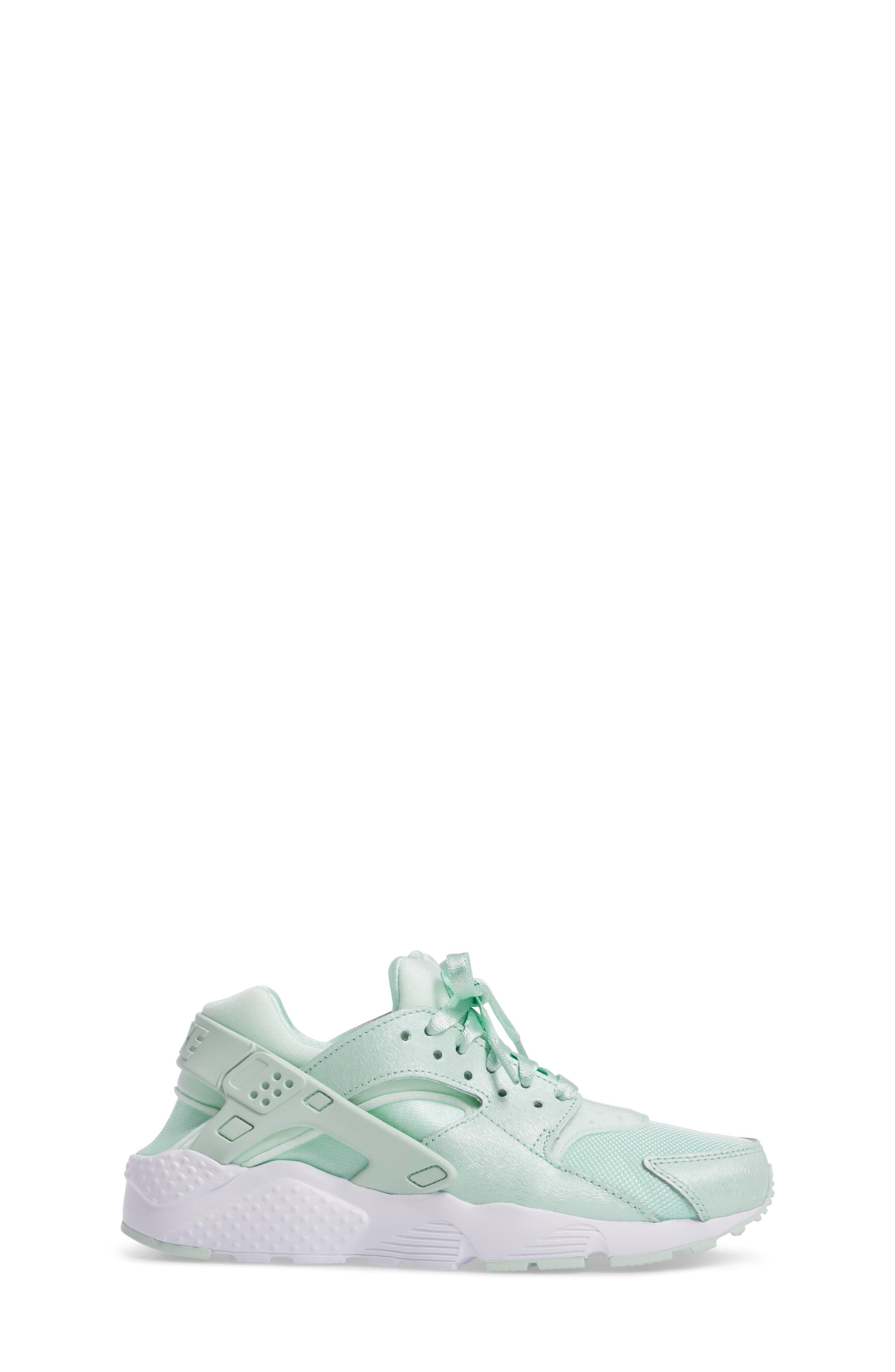 Huarache Run SE Sneaker,                             Alternate thumbnail 18, color,