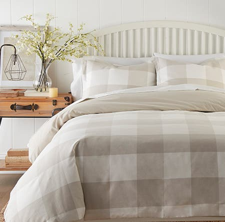 A buffalo check quilt and pillowcases.